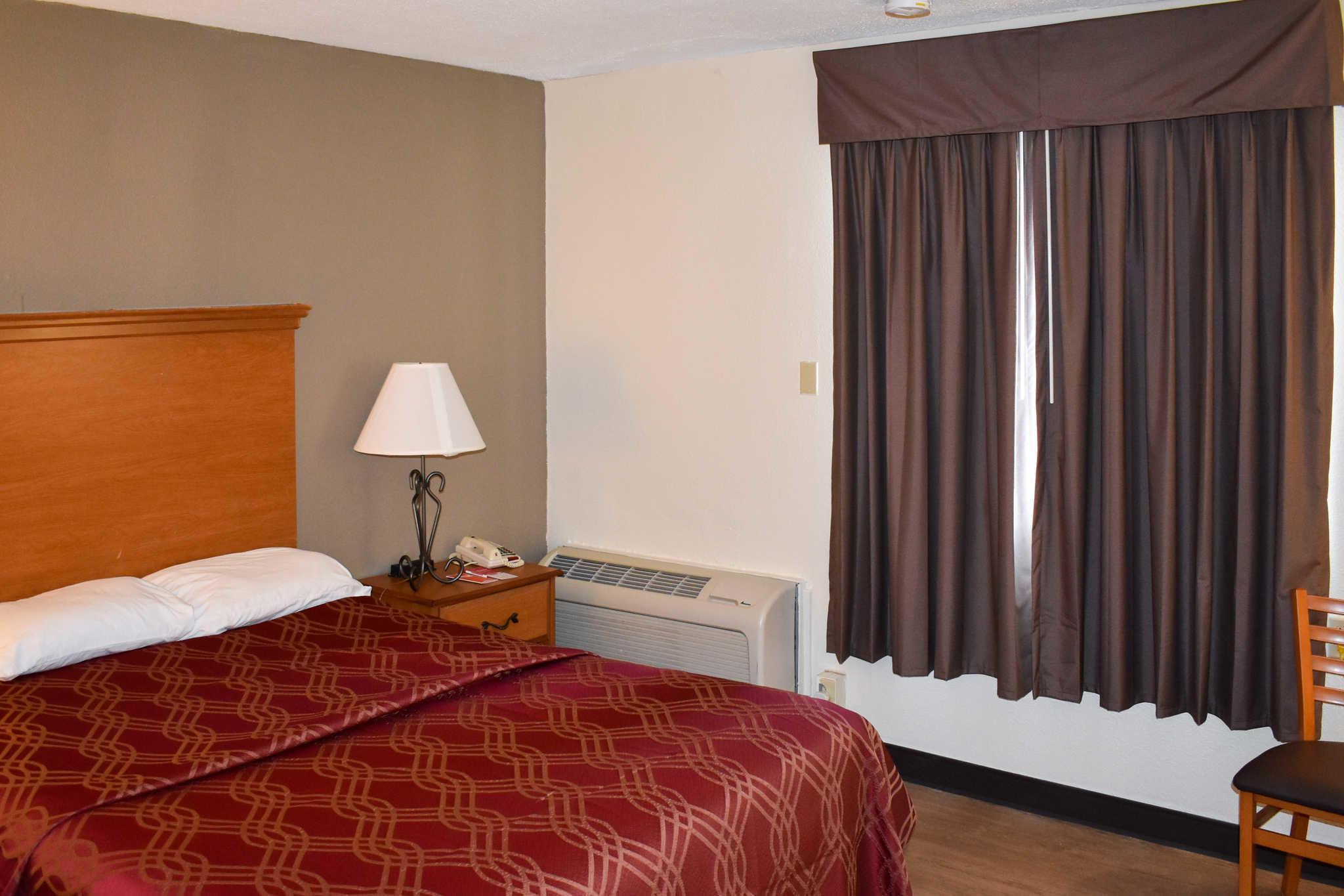 Econo Lodge Inn & Suites - Closed image 11