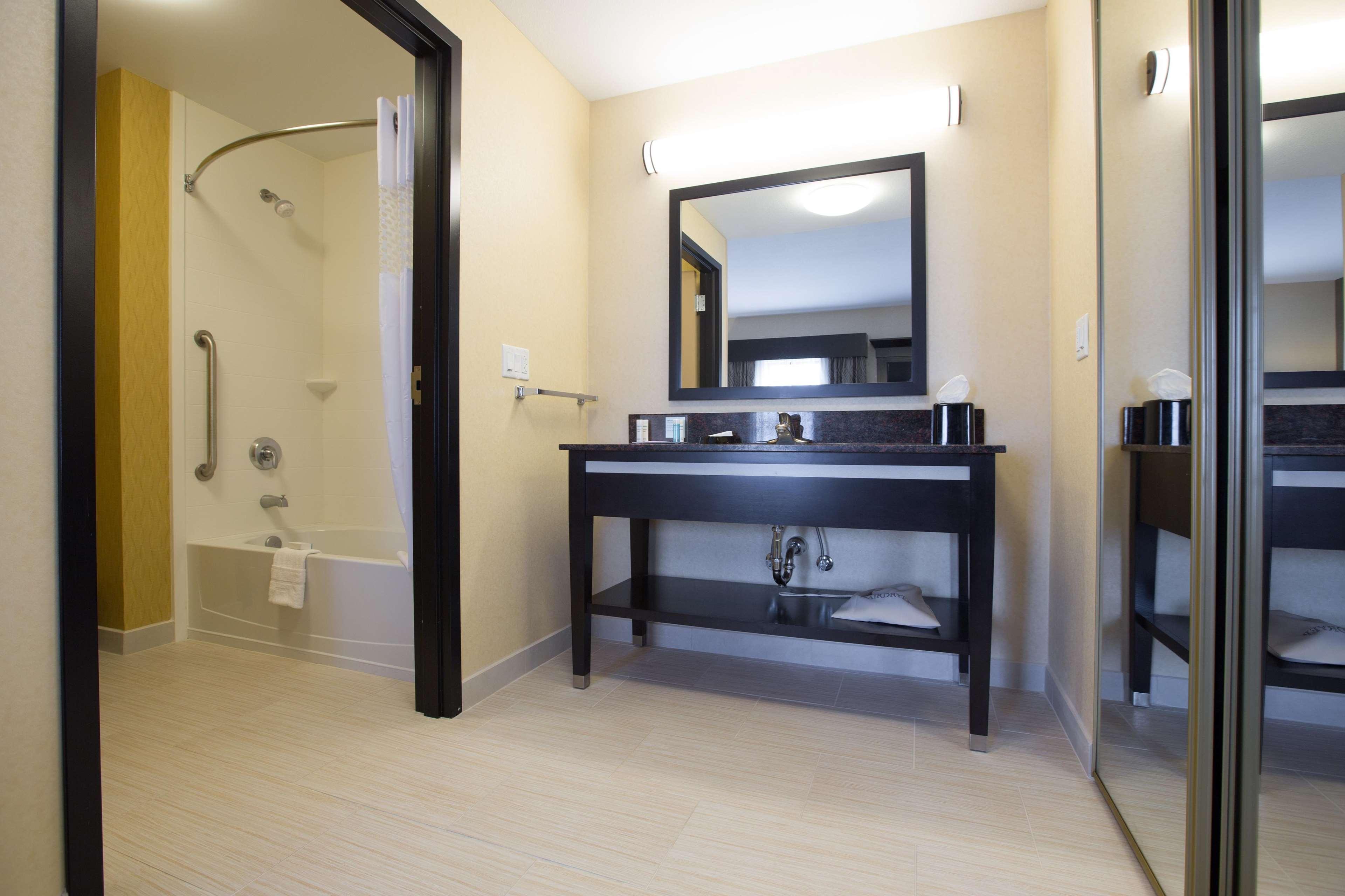 Hampton Inn & Suites Toledo/Westgate image 10