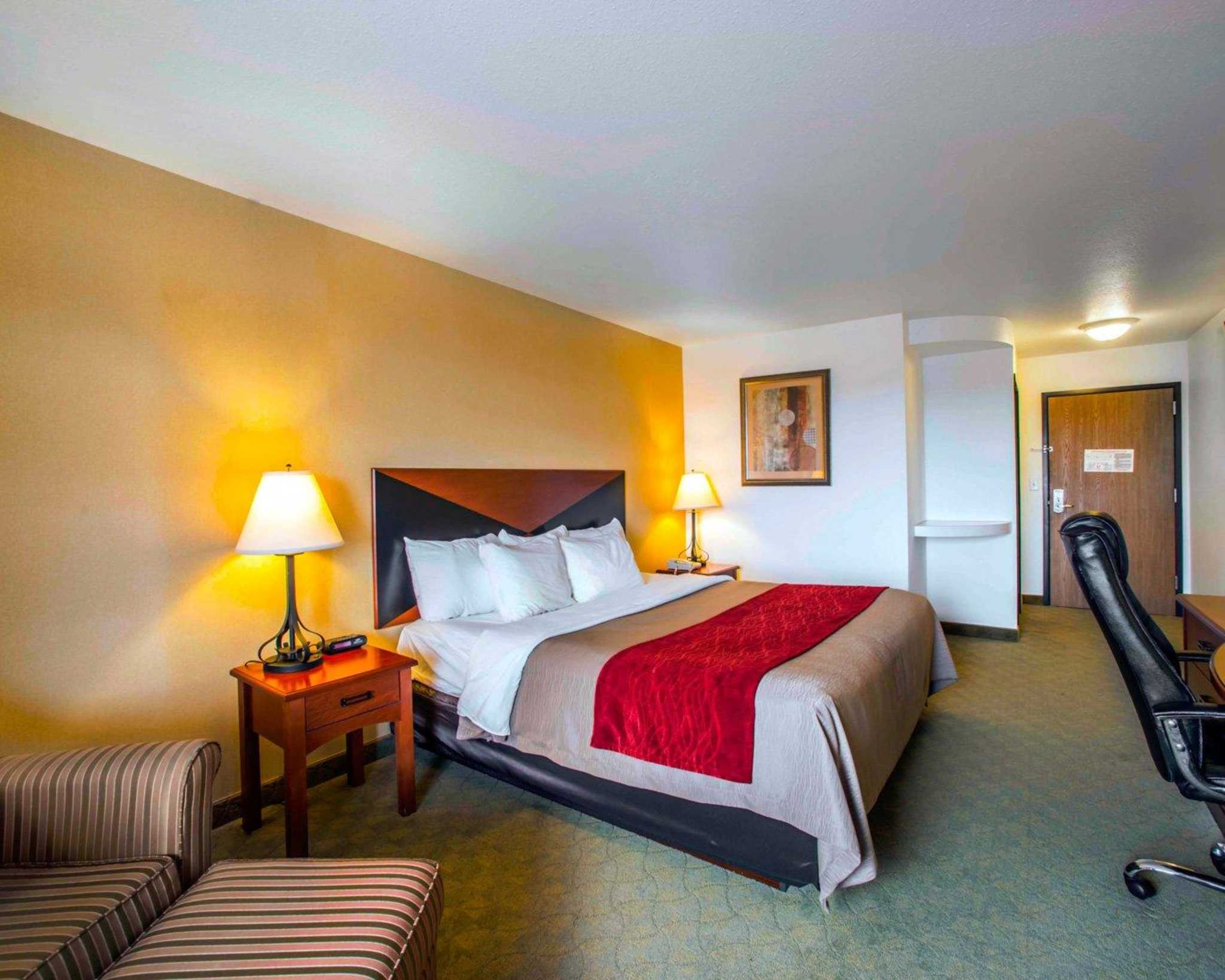 Comfort Inn & Suites Greenville I-70 image 4