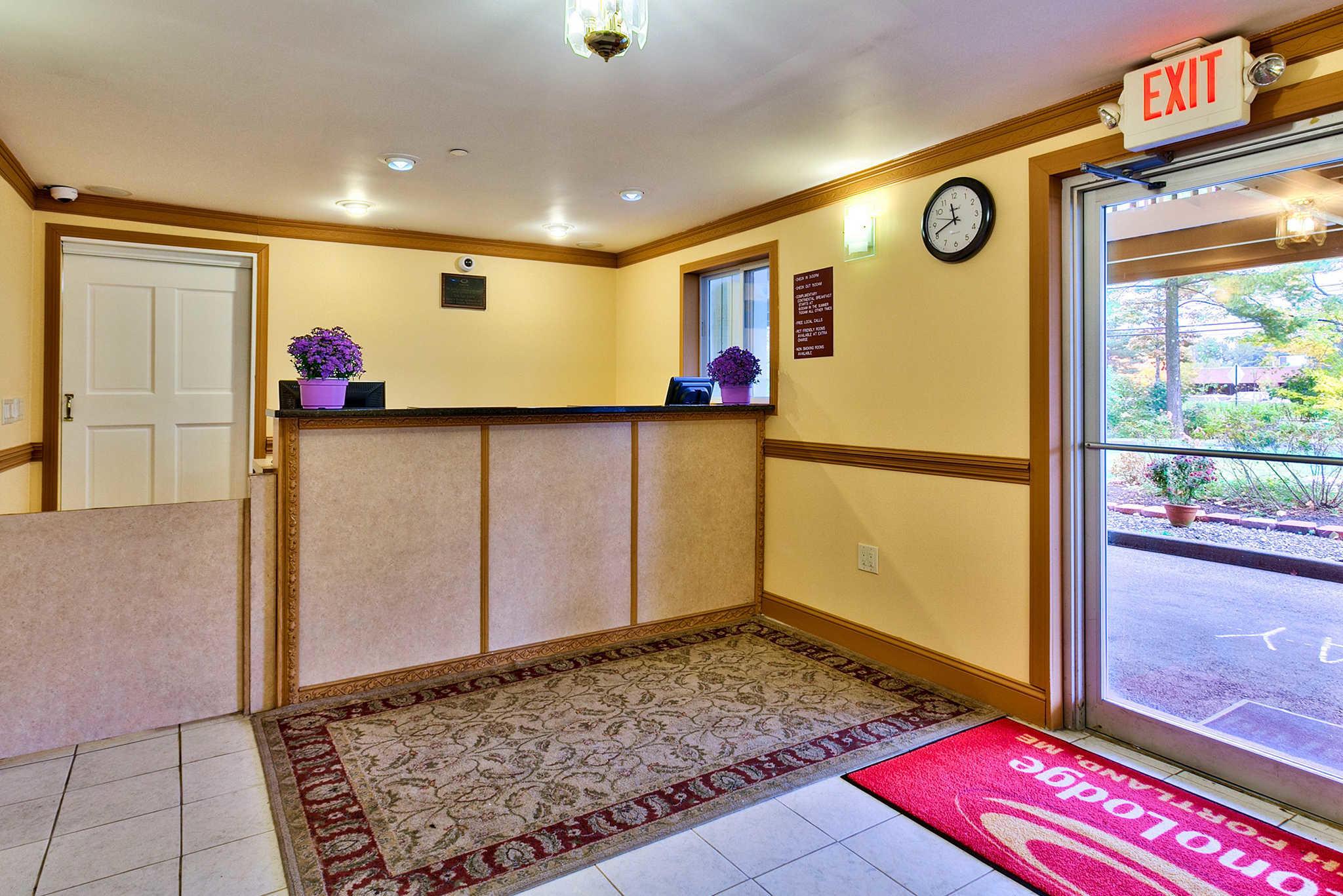 Econo Lodge Maine Mall image 2