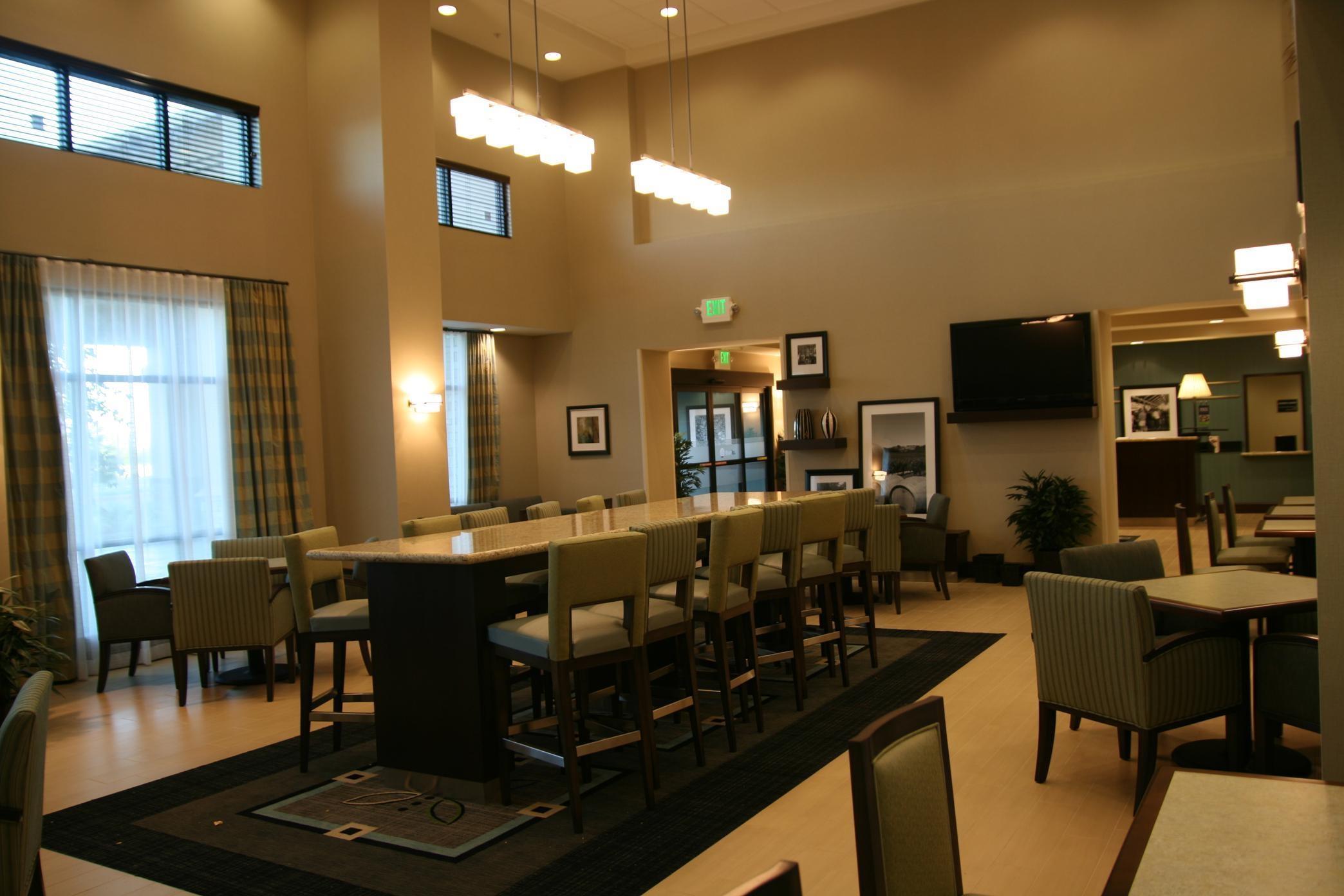 Hampton Inn & Suites Manteca image 9