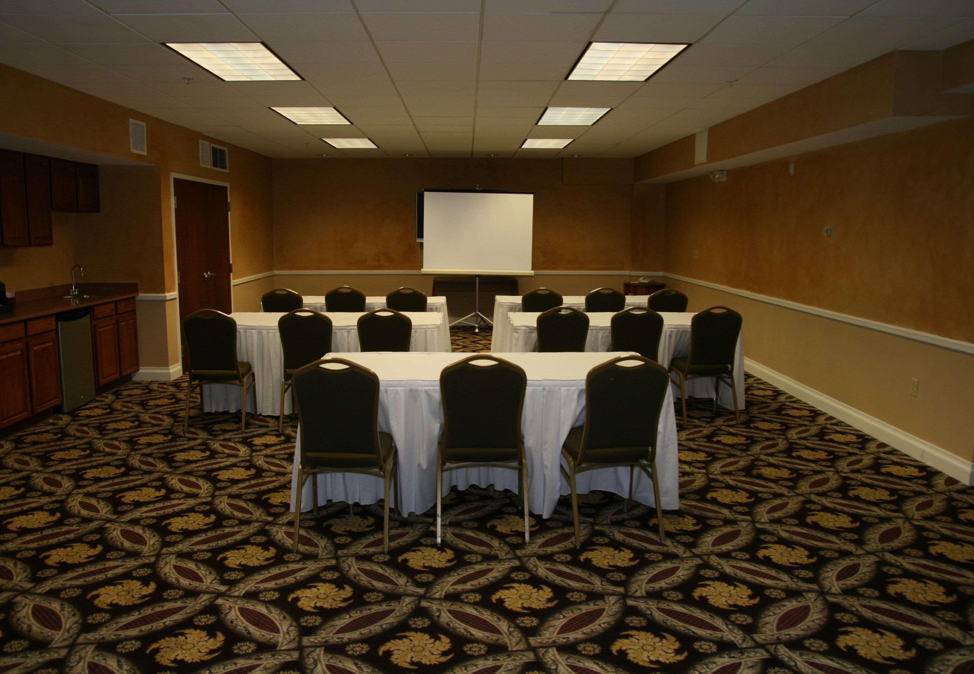 Best Western Plus Hannaford Inn & Suites image 48