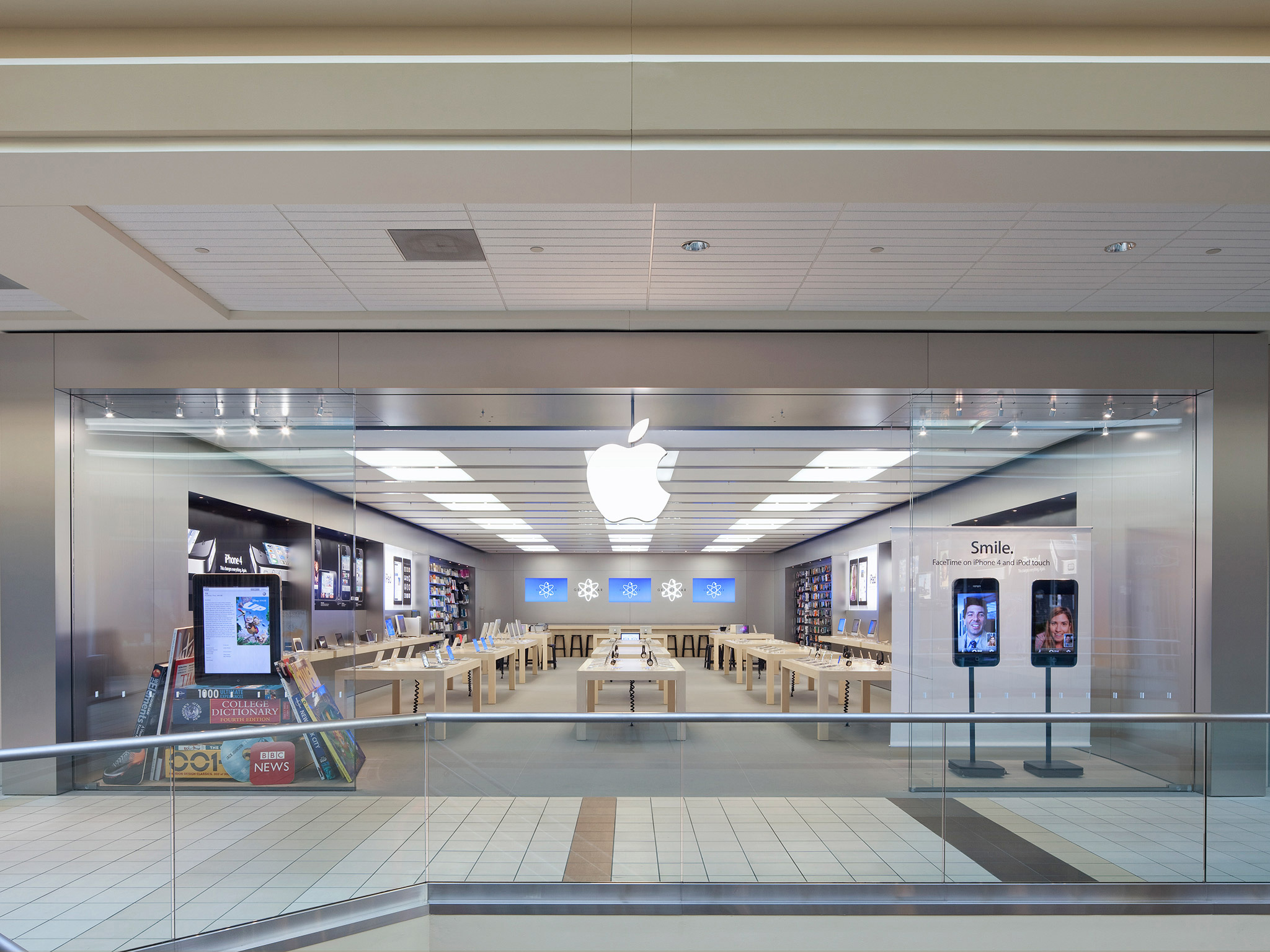 Apple Upper Canada Mall