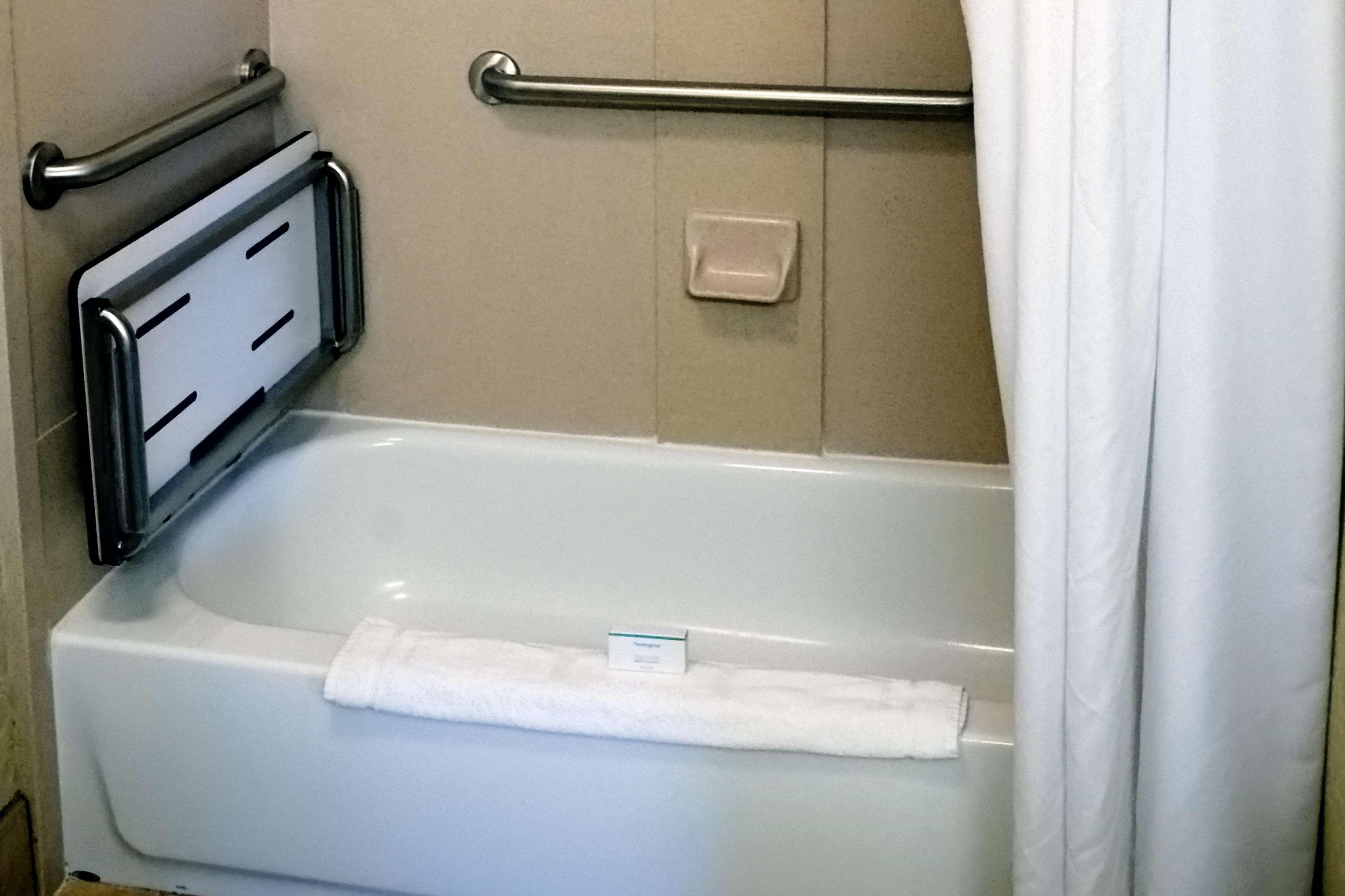 Accessible Bathroom wTub