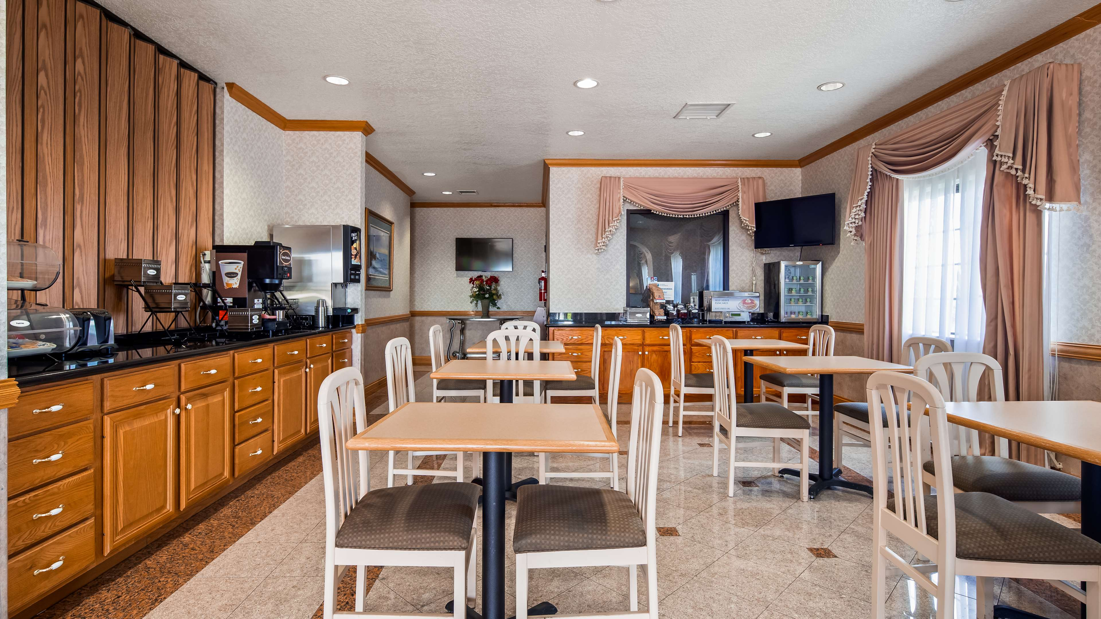 SureStay Hotel by Best Western Falfurrias image 5