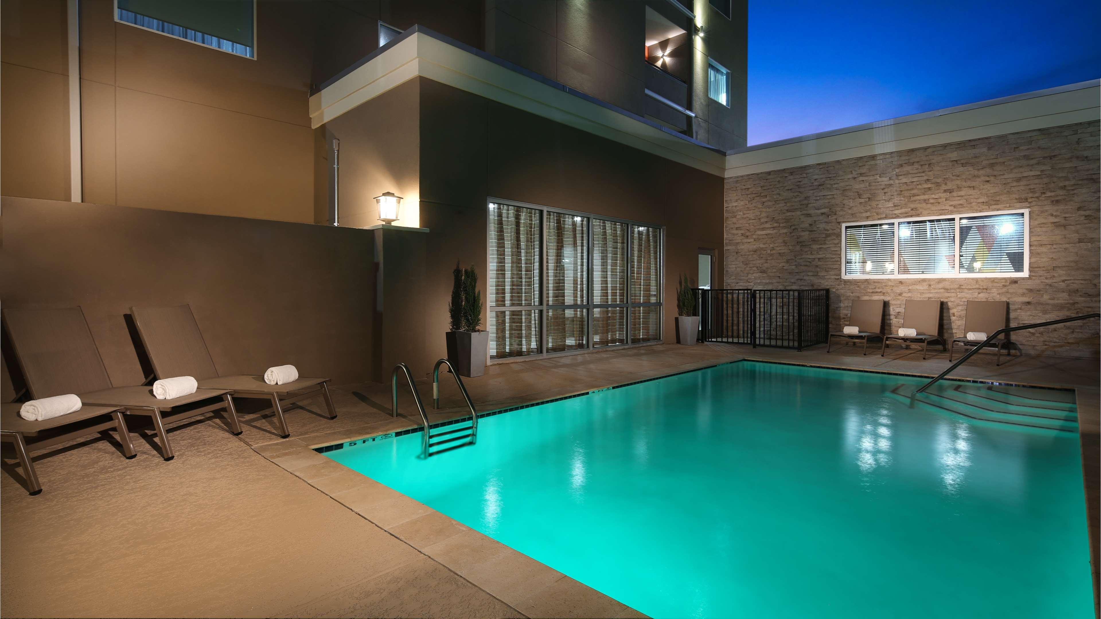 Best Western Plus Executive Residency Baytown image 14