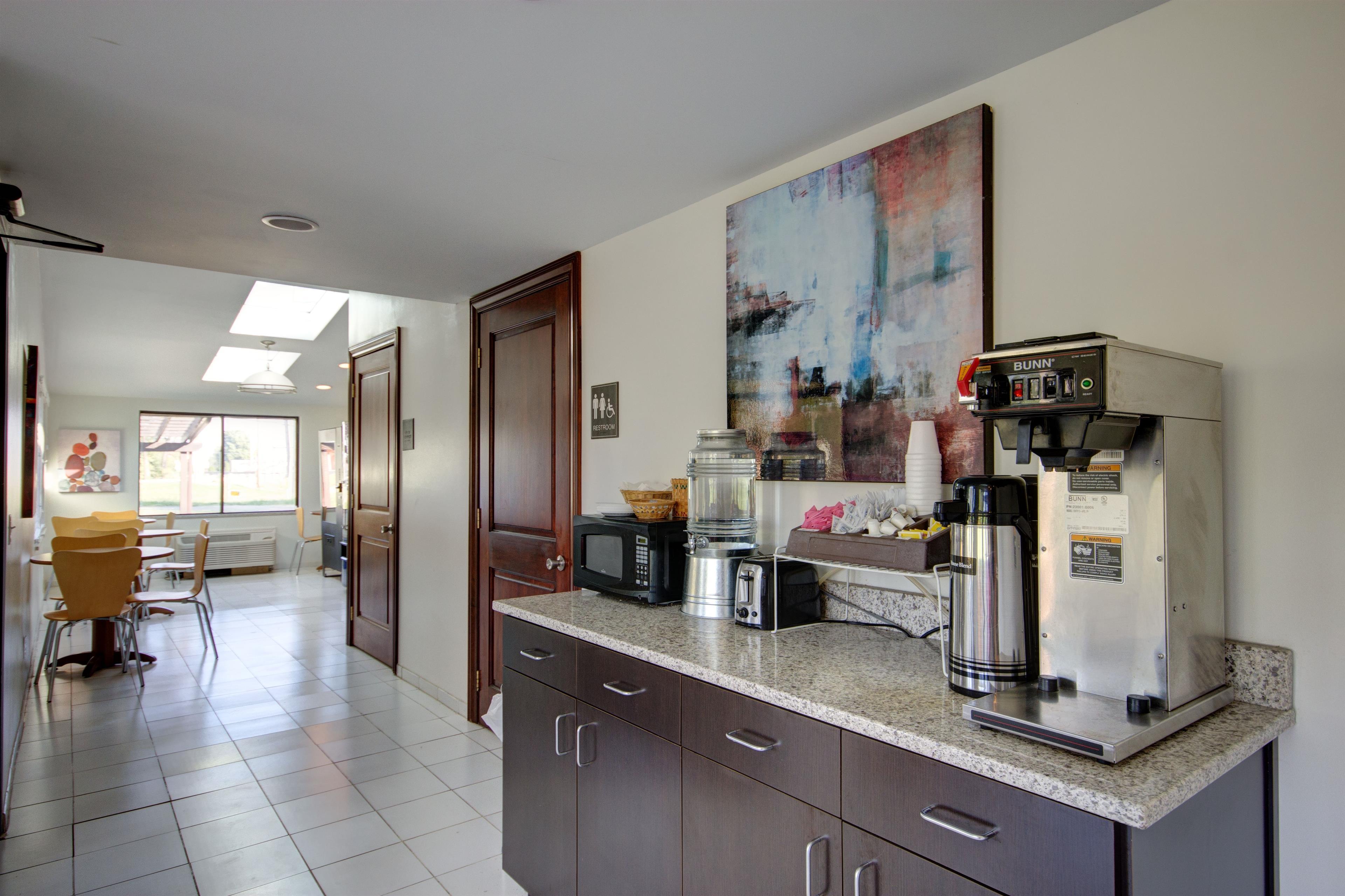 Americas Best Value Inn - Heath/Newark image 7