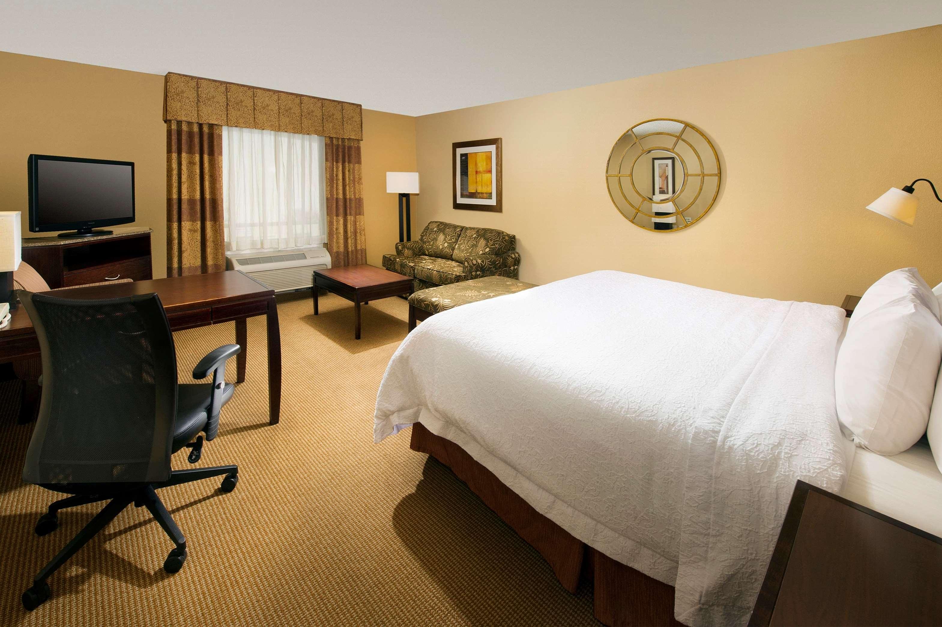 Hampton Inn & Suites San Antonio-Airport image 29
