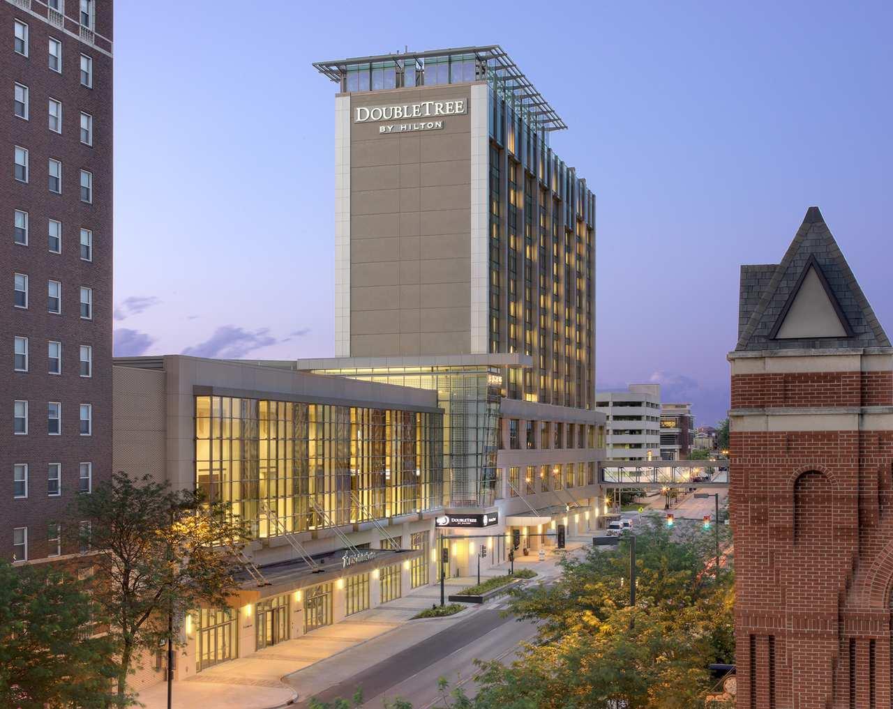 DoubleTree by Hilton Hotel Cedar Rapids Convention Complex image 0