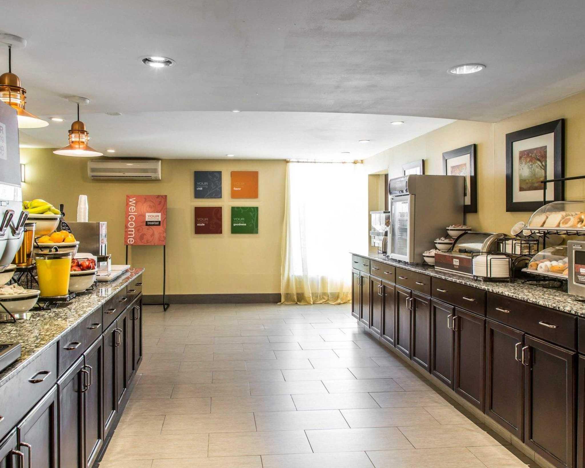 Comfort Inn & Suites East Hartford - Hartford image 22