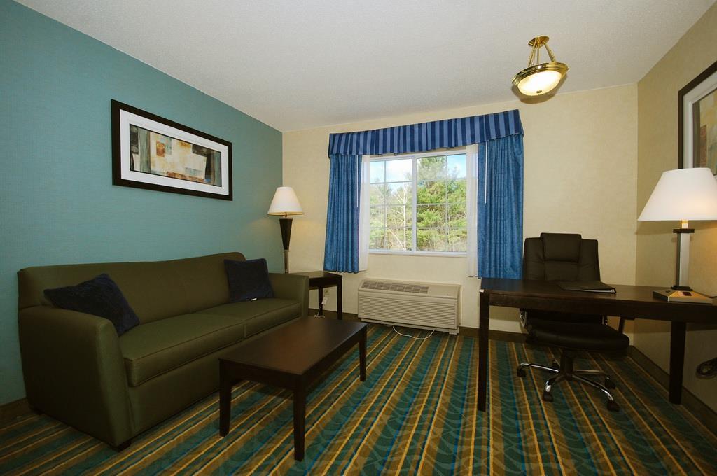 Best Western Plus Berkshire Hills Inn & Suites image 31