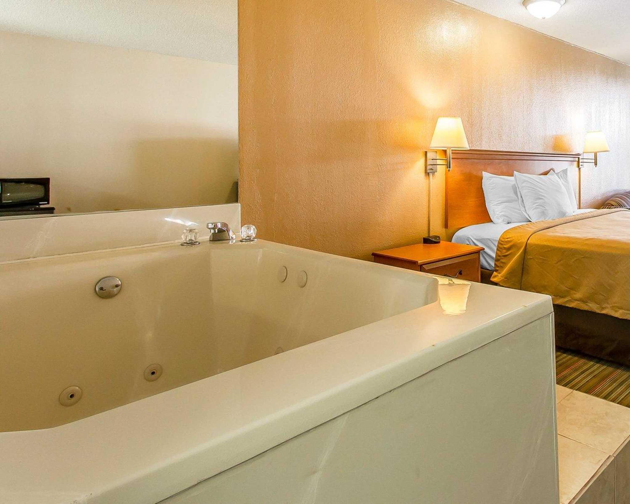 Econo Lodge  Inn & Suites Near Bricktown image 28