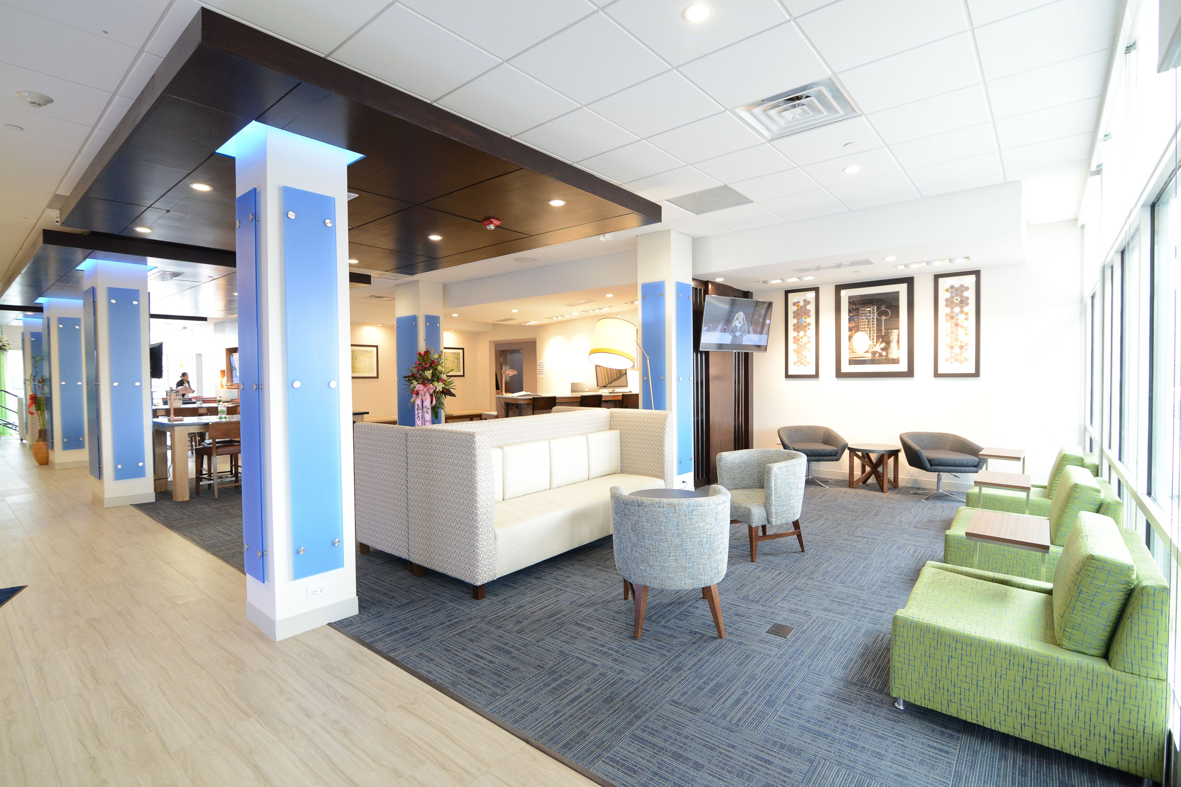 Holiday Inn Express & Suites Chicago North Shore - Niles image 4
