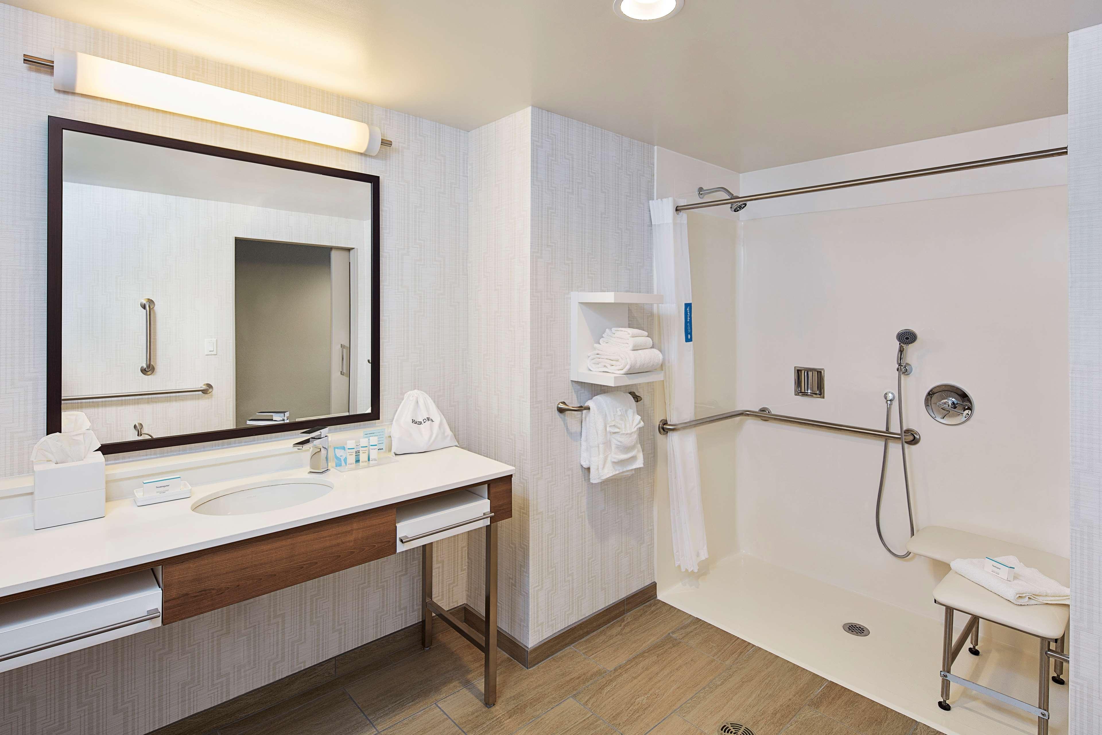 Hampton Inn & Suites Sacramento at CSUS image 37