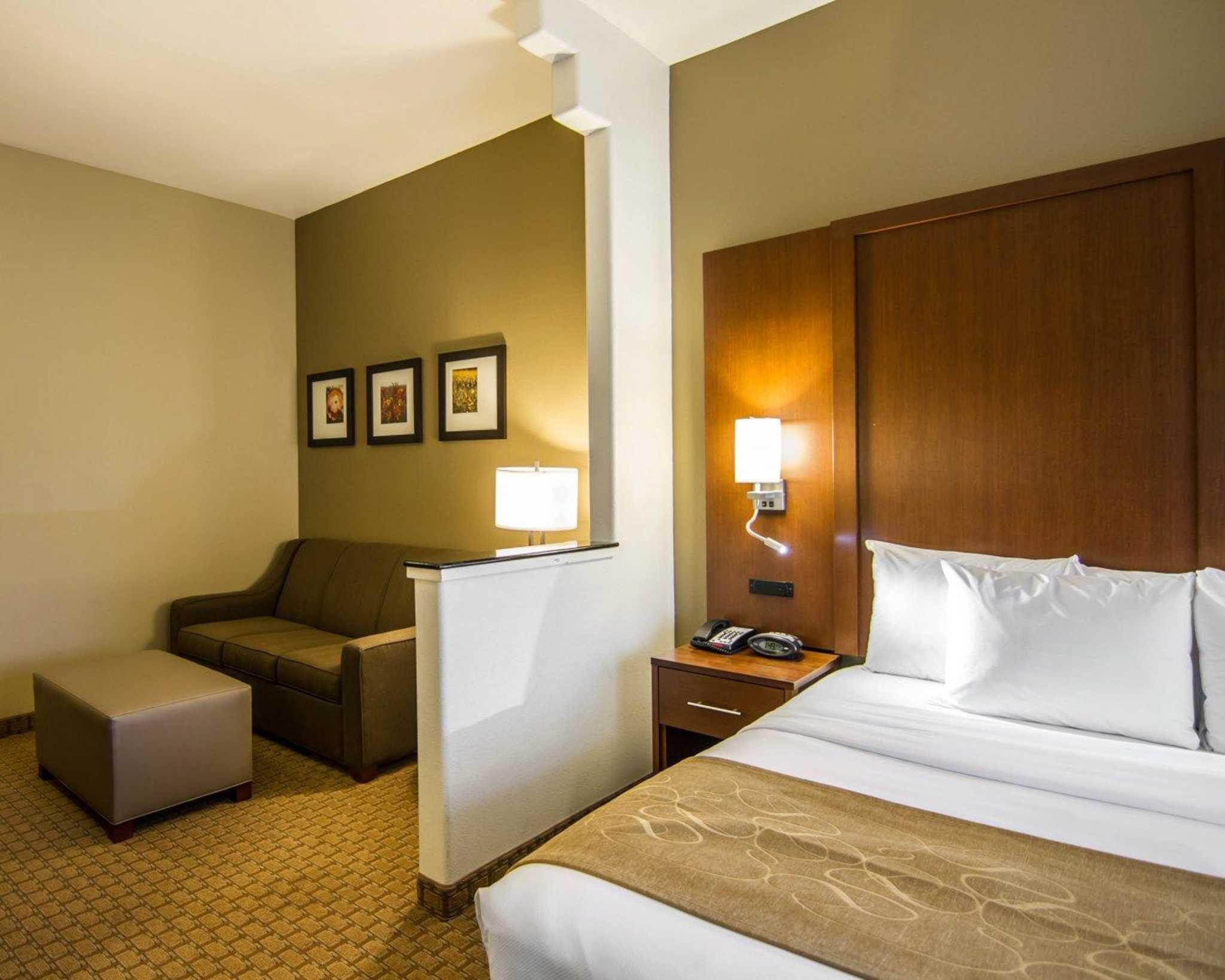 Comfort Suites Marshall image 30