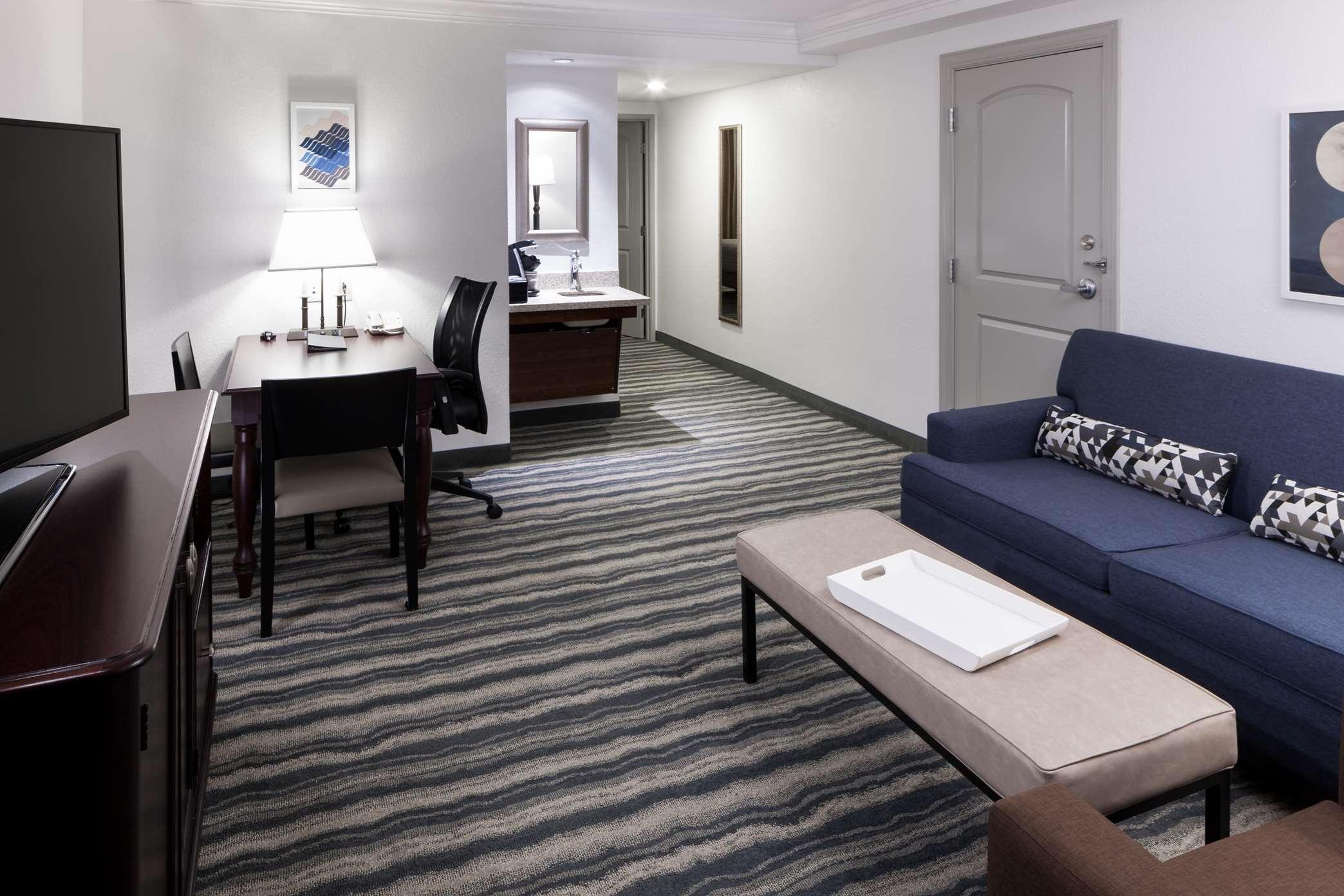 Embassy Suites by Hilton Tampa Brandon image 4