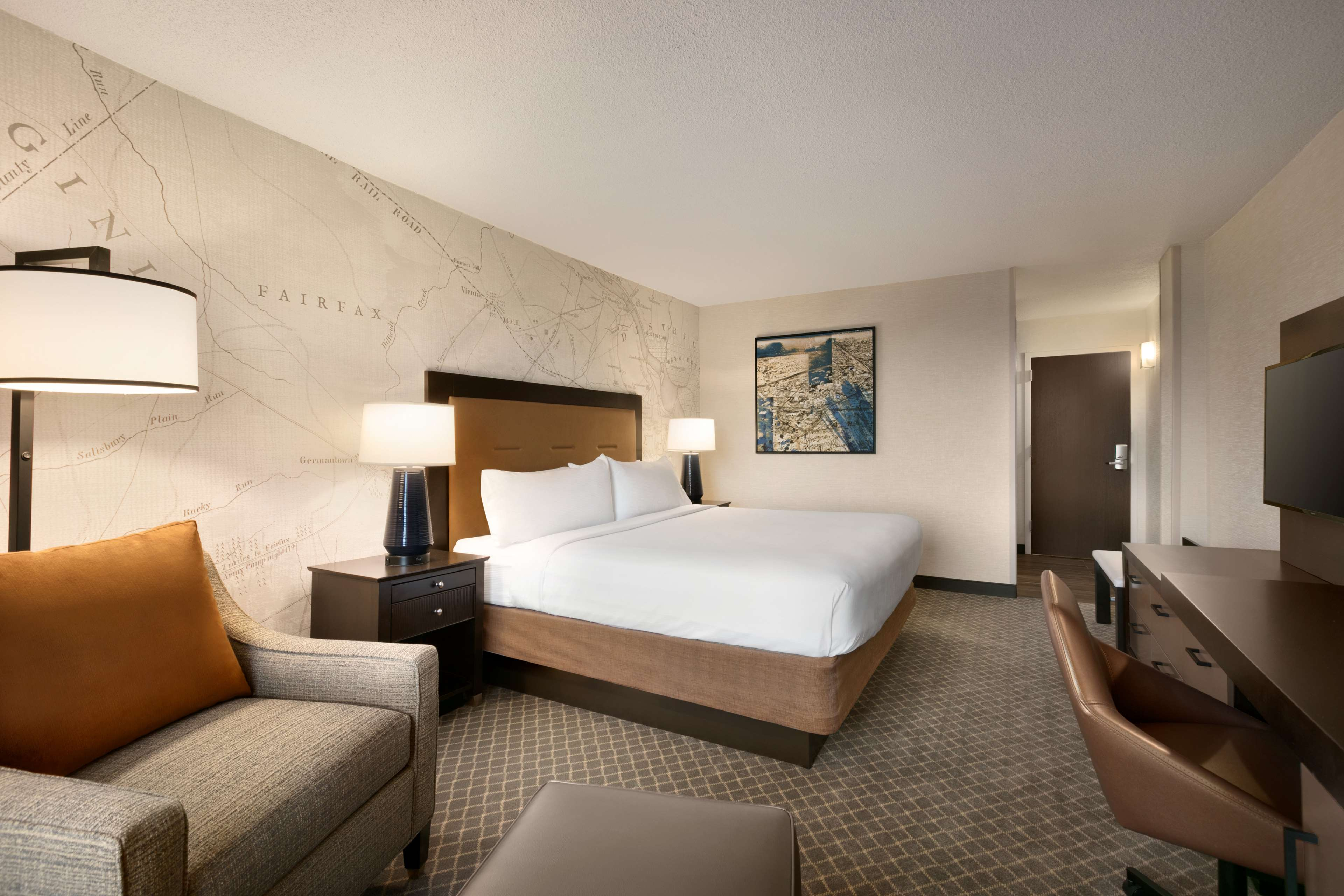 DoubleTree by Hilton McLean Tysons image 29