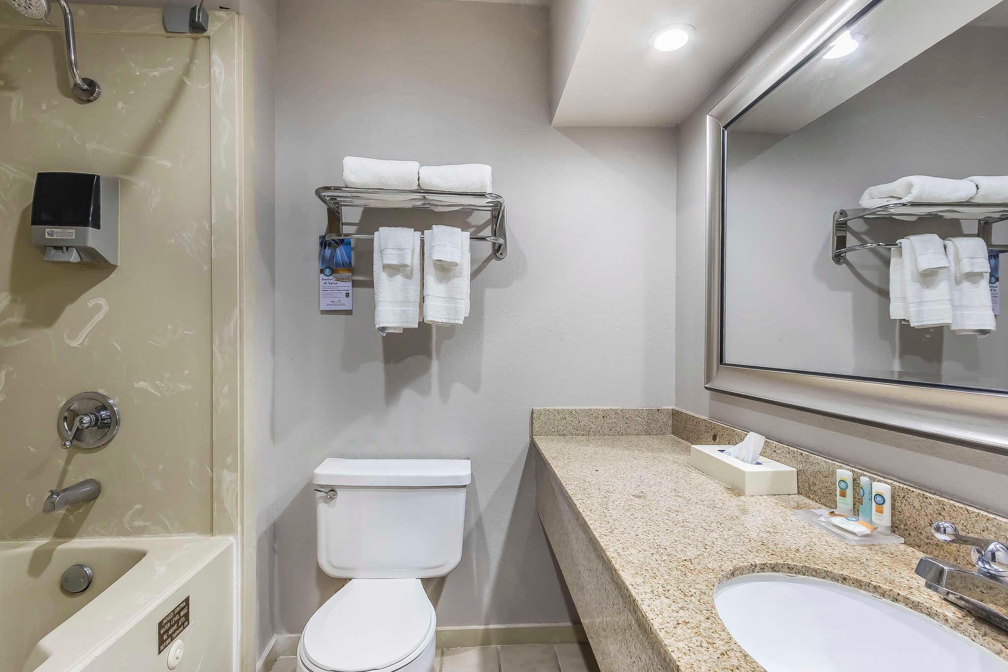 Quality Inn & Suites image 29