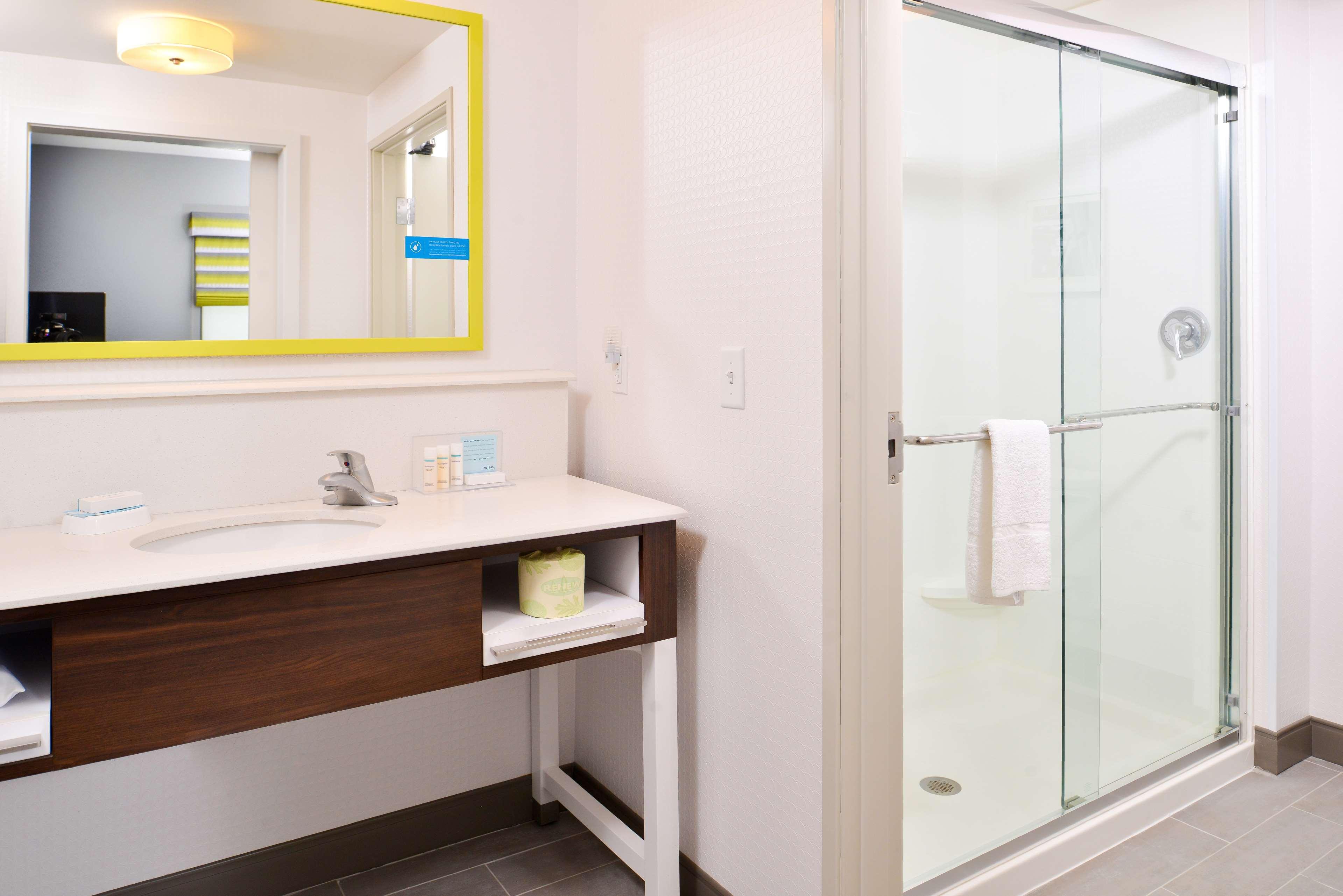 Hampton Inn & Suites St. Paul Oakdale/Woodbury image 16
