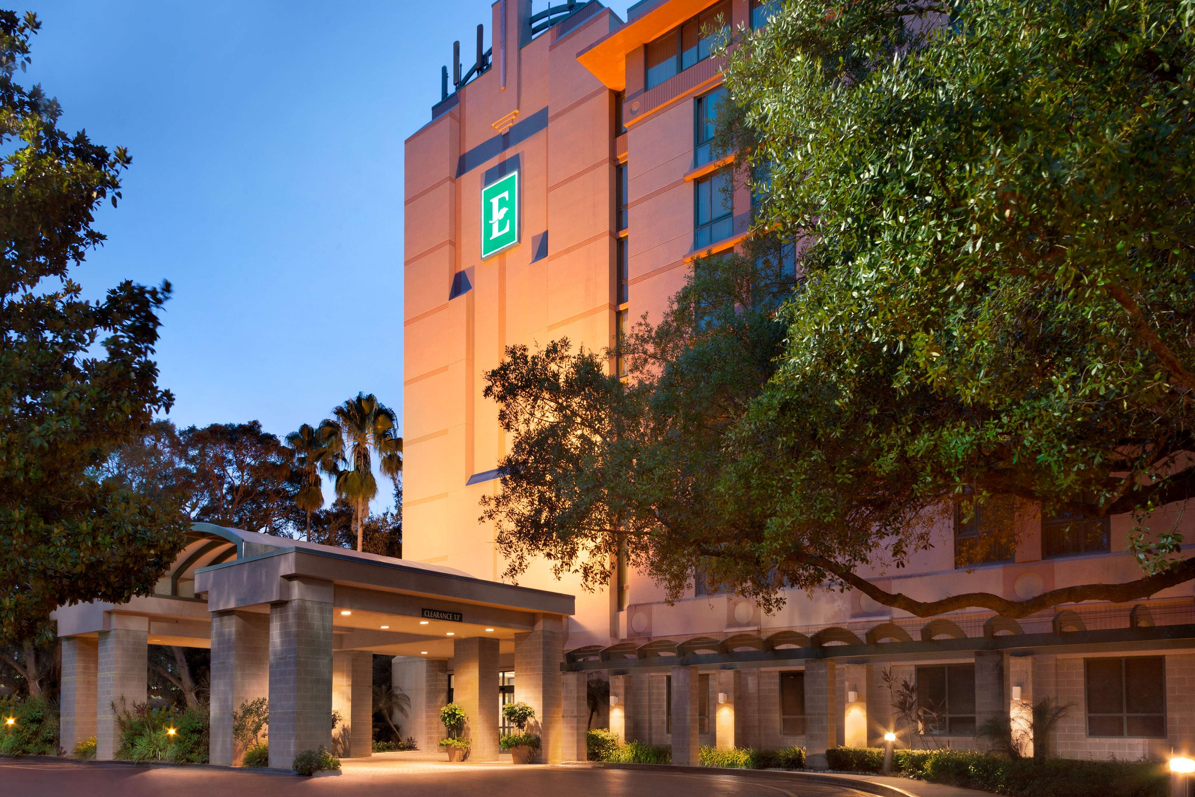 Embassy Suites by Hilton Tampa USF Near Busch Gardens image 3
