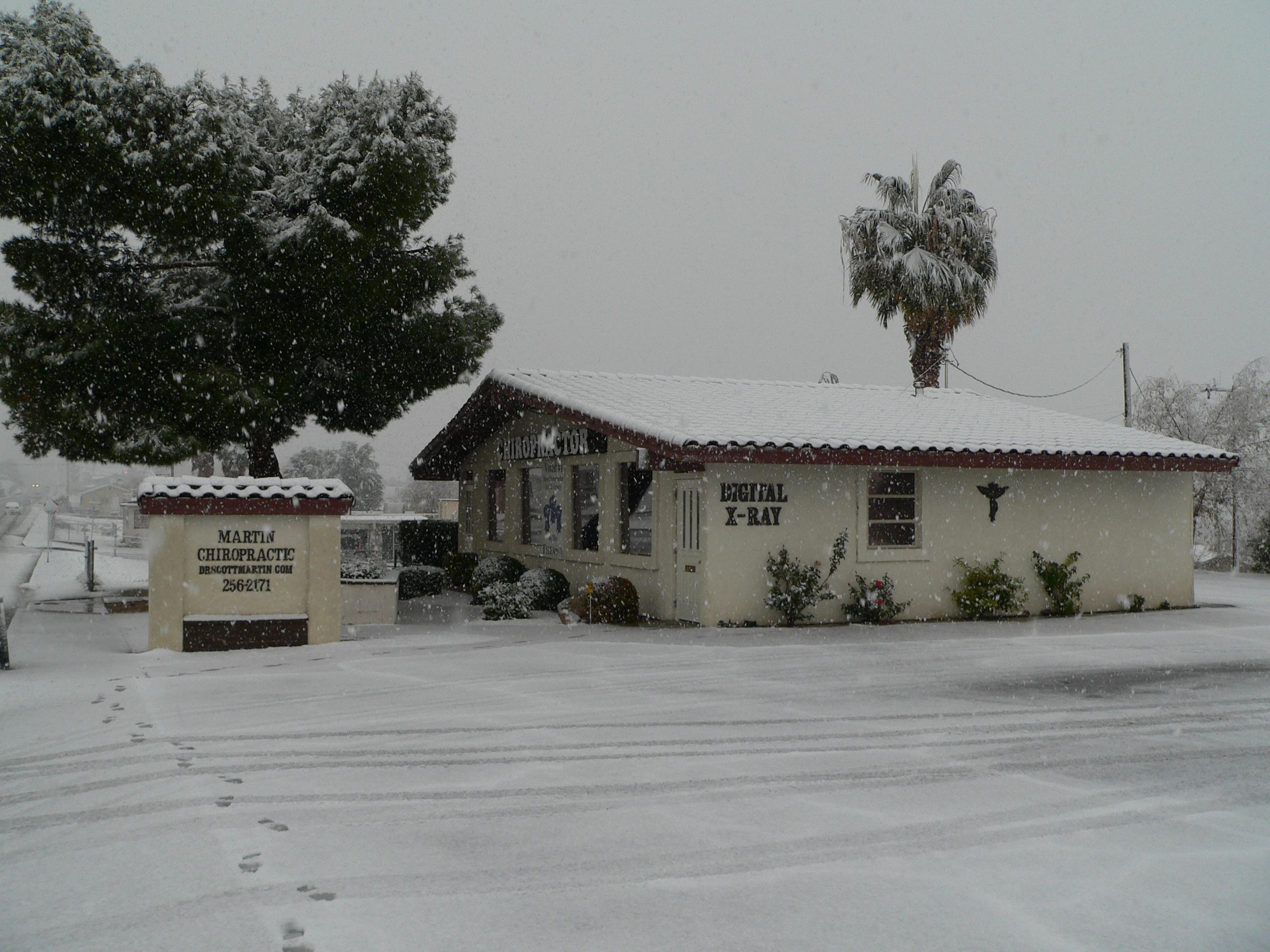 Yes !!  Indeed it does SNOW in Barstow :)