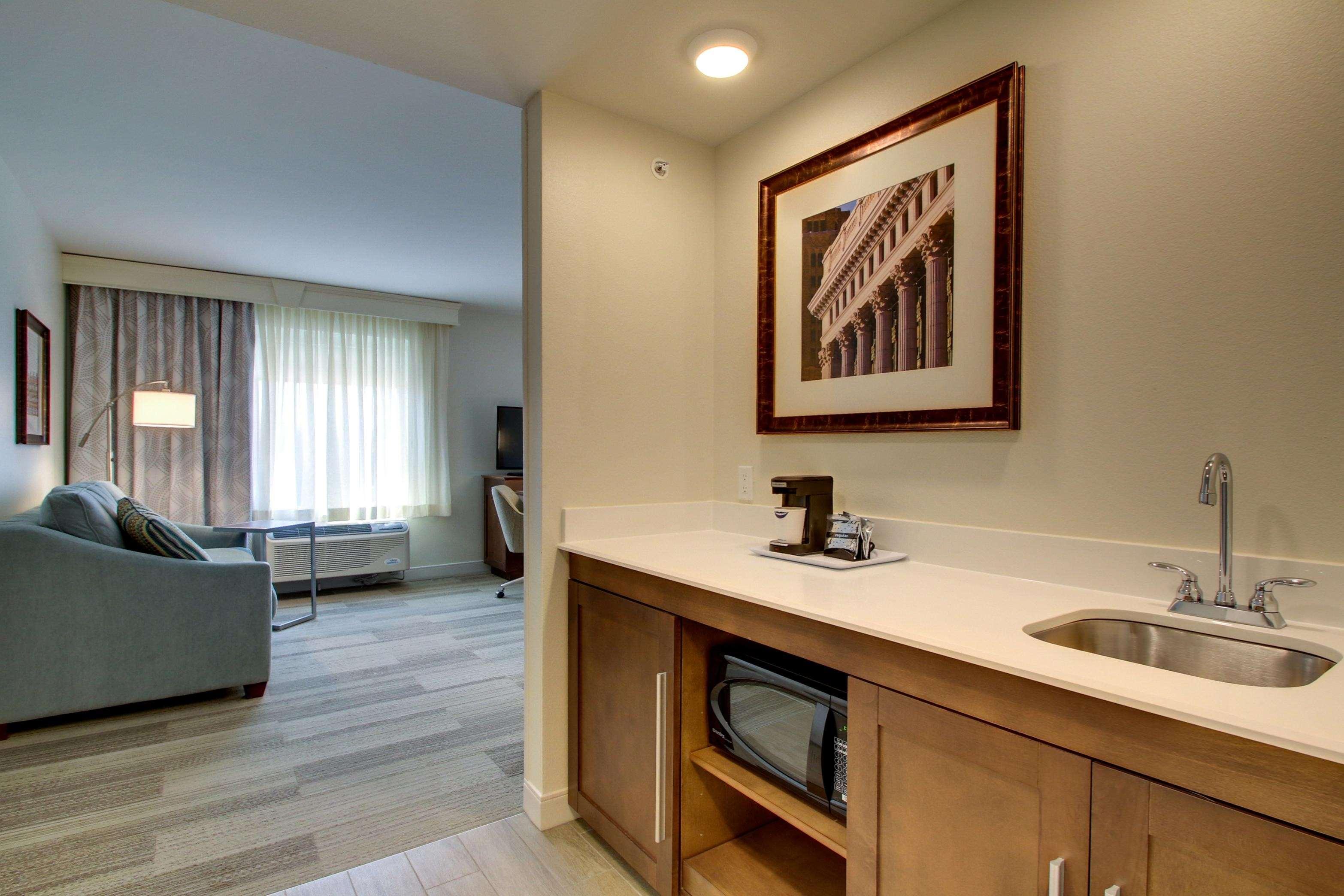 Hampton Inn & Suites Milwaukee West image 5