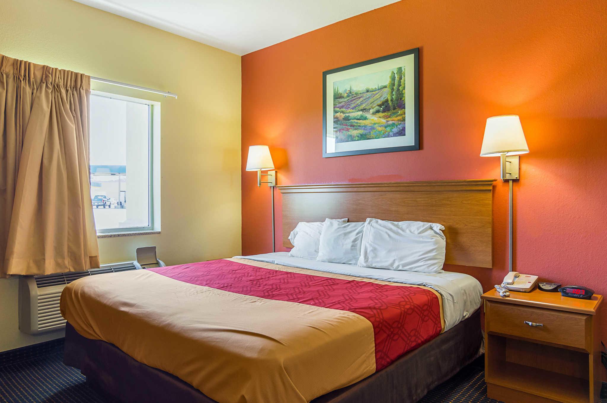 Econo Lodge Inn & Suites Pritchard Road North Little Rock image 7
