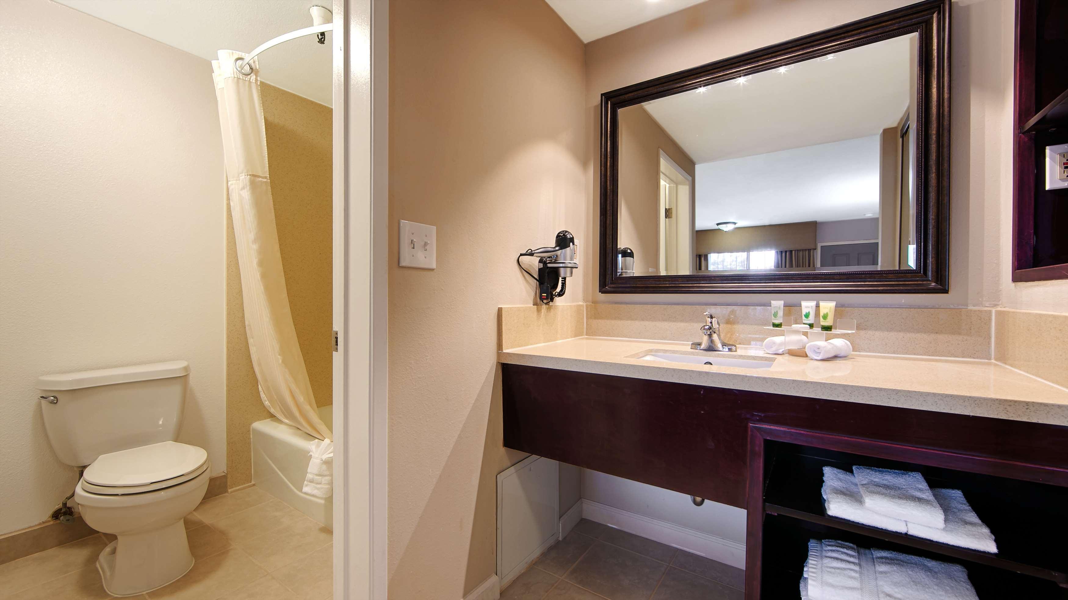 Best Western Pasadena Royale Inn & Suites image 7