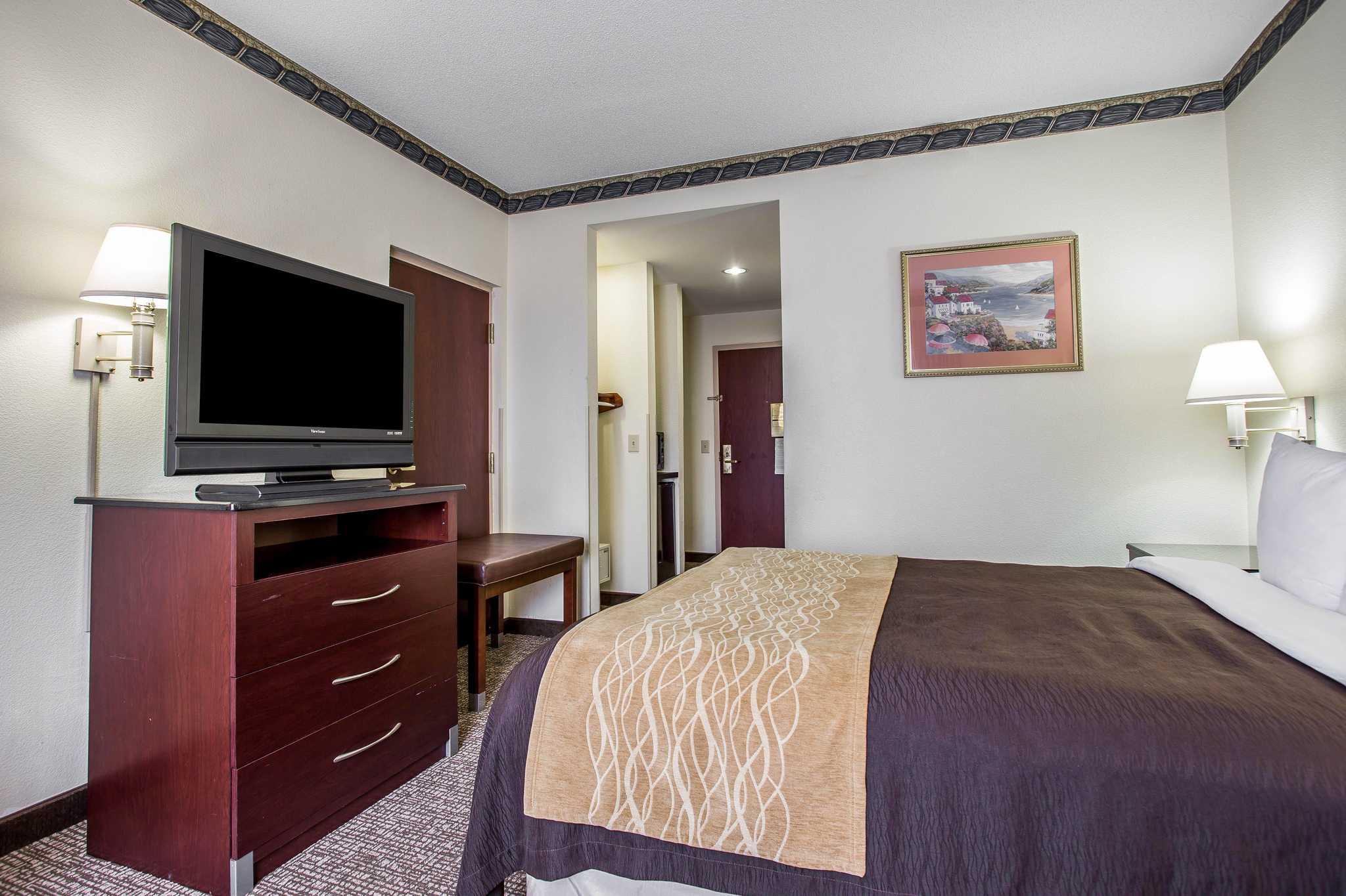 Comfort Inn & Suites Ft.Jackson Maingate image 6