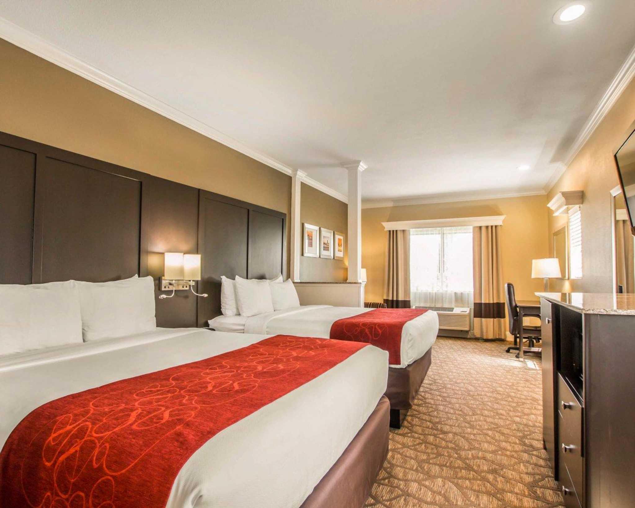 Comfort Suites Huntington Beach image 6
