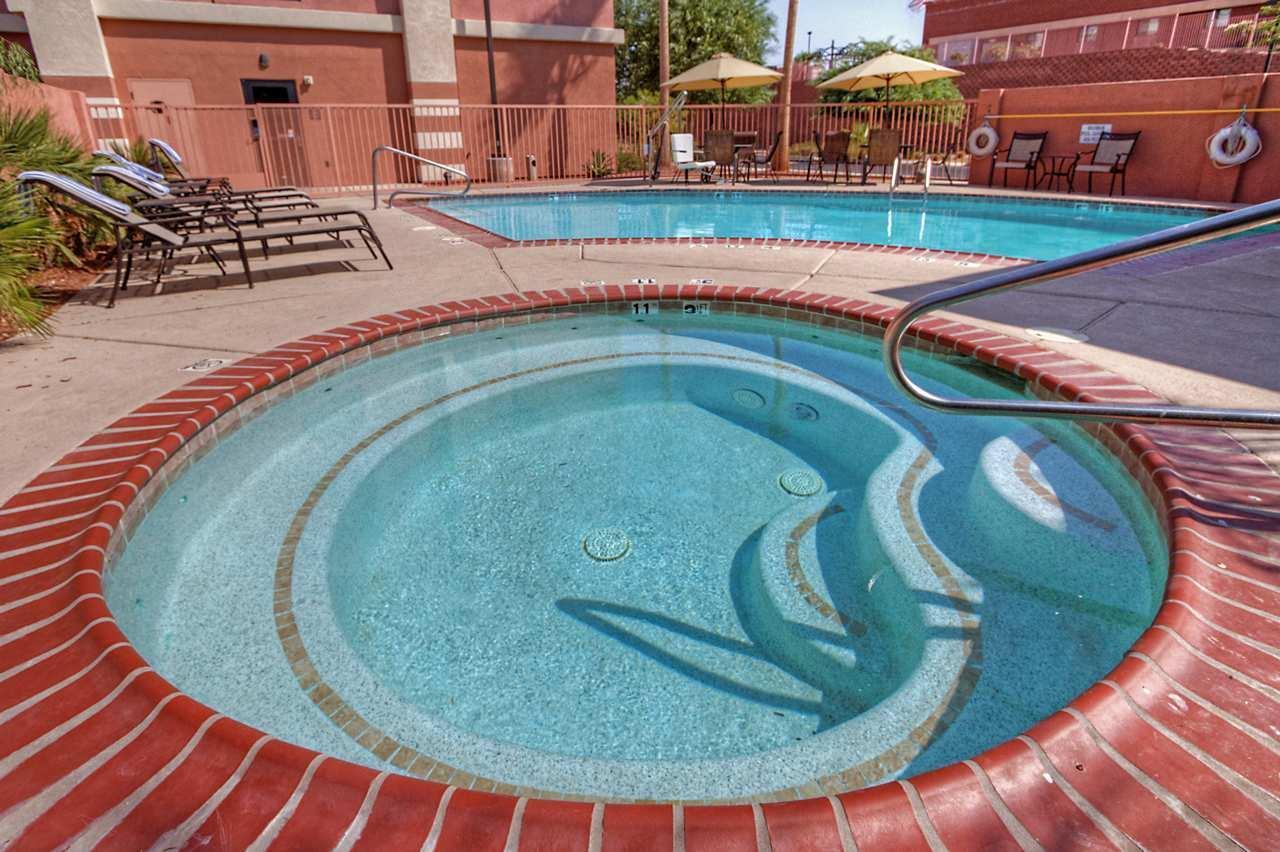 Hampton Inn & Suites Yuma image 7