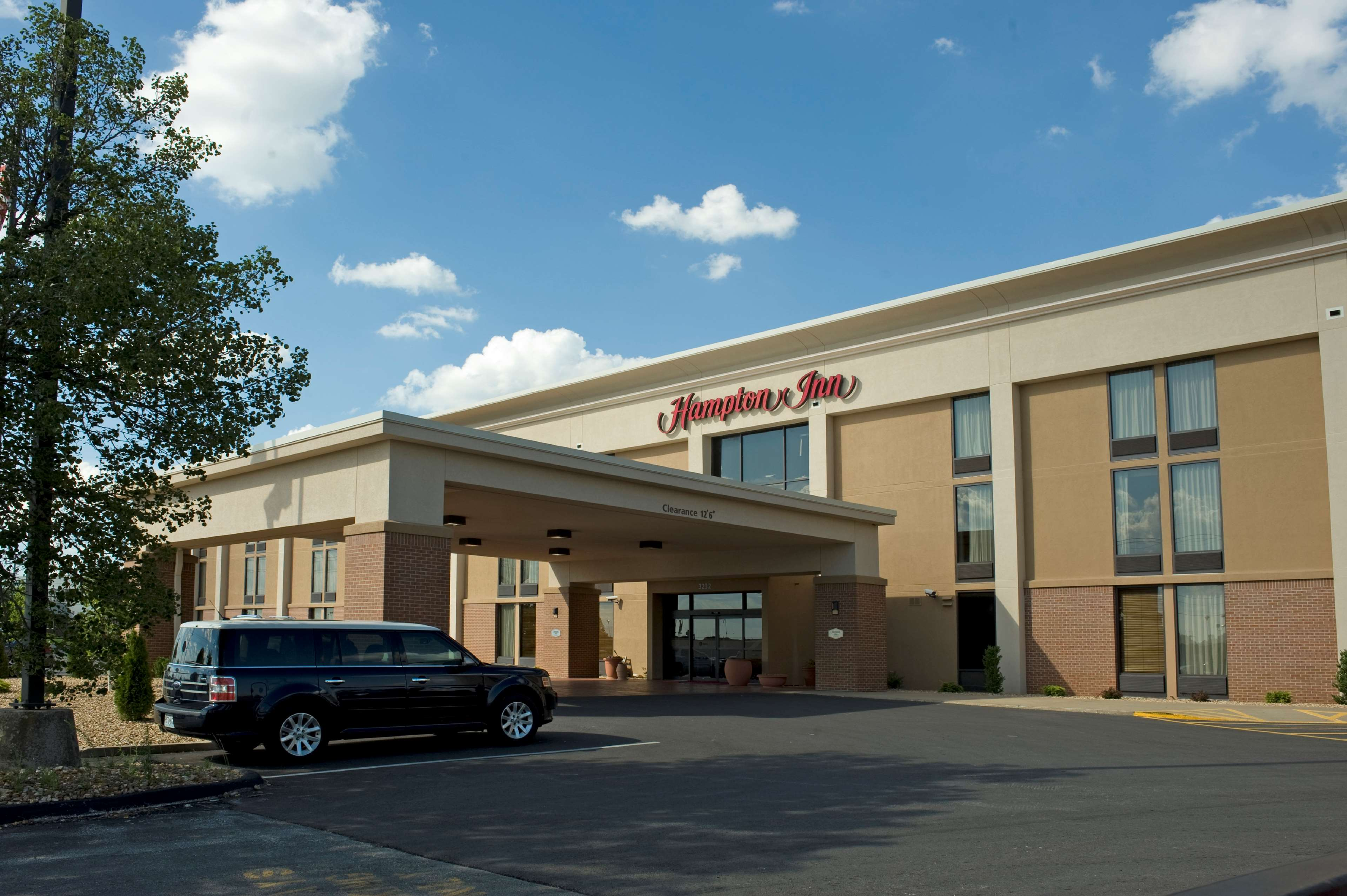 Hampton Inn Springfield-South image 1