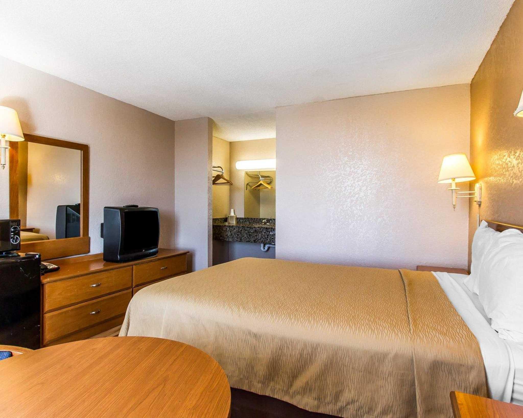Econo Lodge  Inn & Suites Near Bricktown image 15