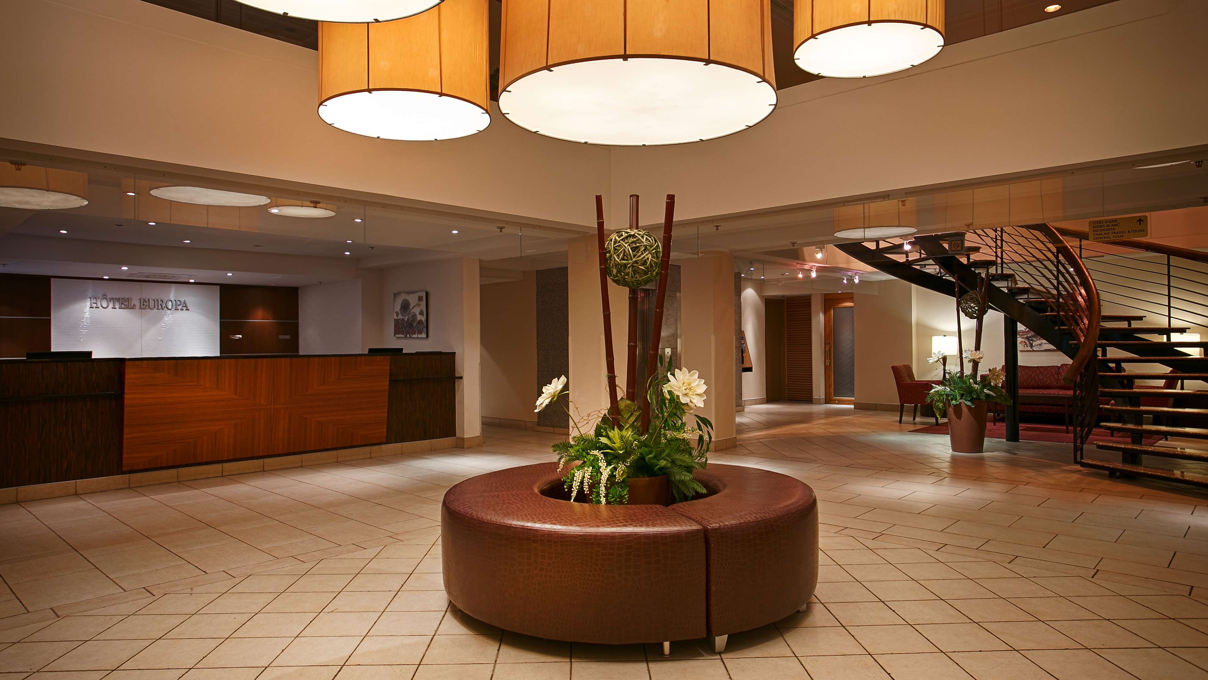Best Western Plus Montreal Downtown-Hotel Europa à Montreal: Front Desk