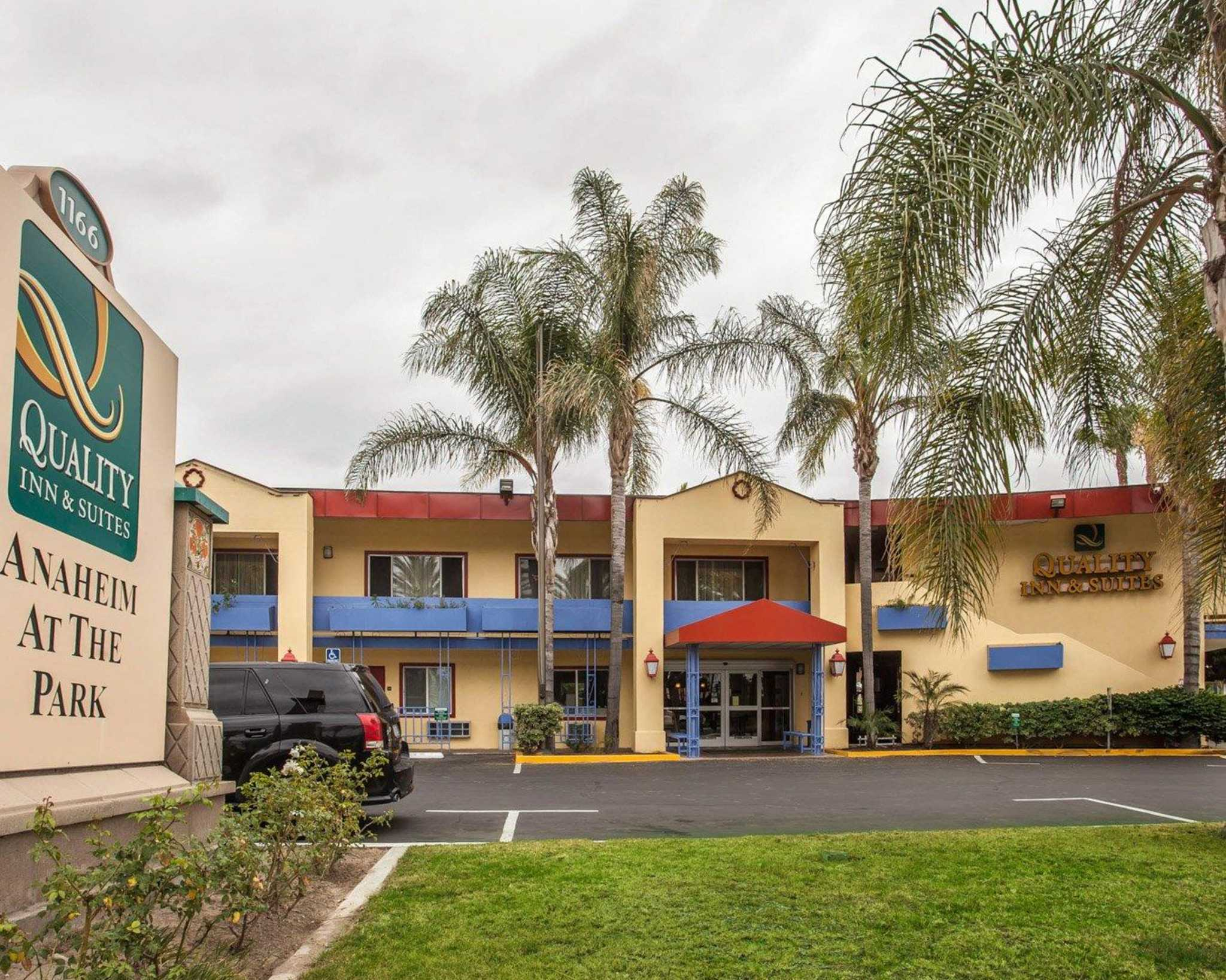 Quality Inn & Suites Anaheim at the Park image 1
