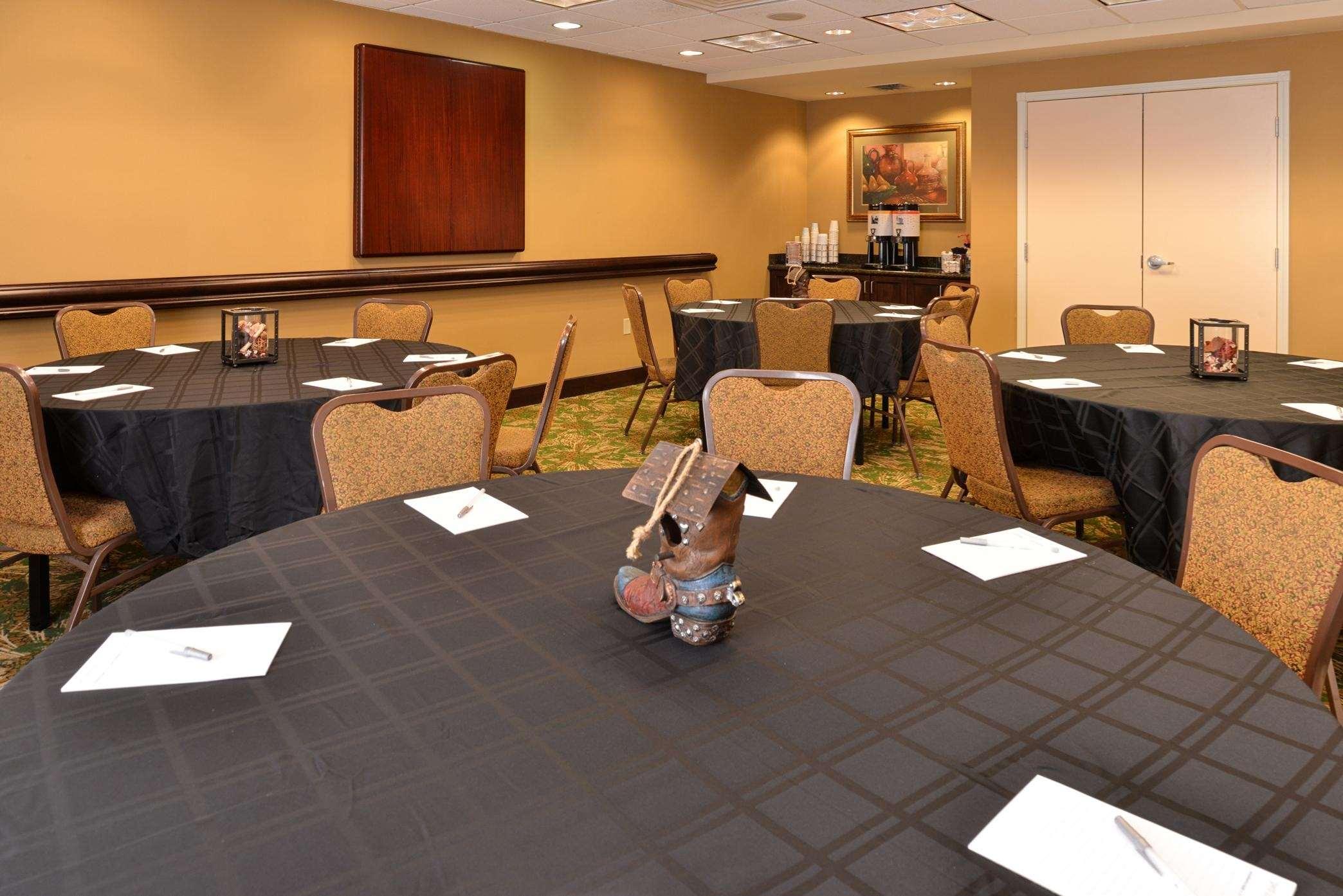 Hampton Inn & Suites Casper image 8