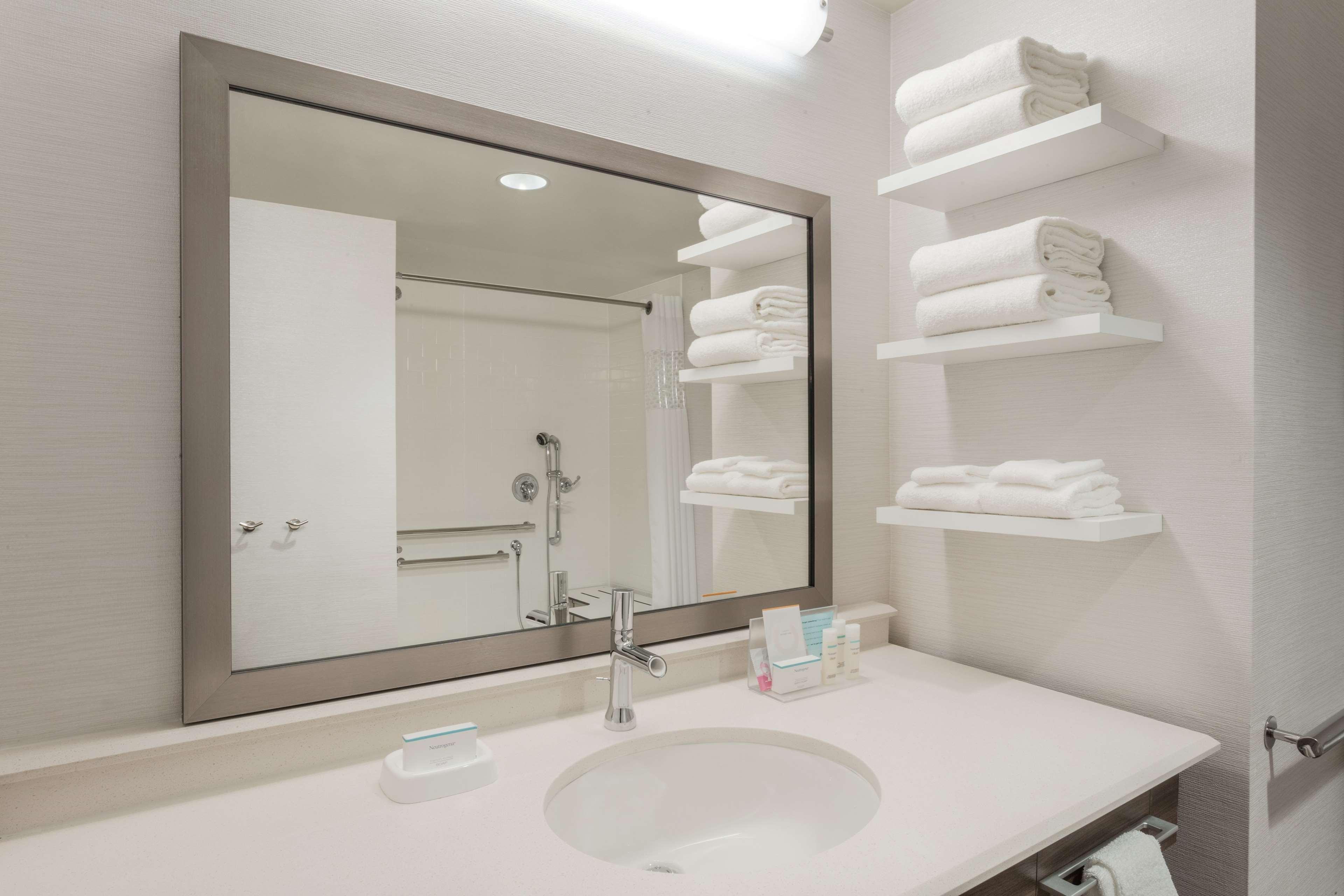 Hampton Inn & Suites West Des Moines/SW Mall Area image 14