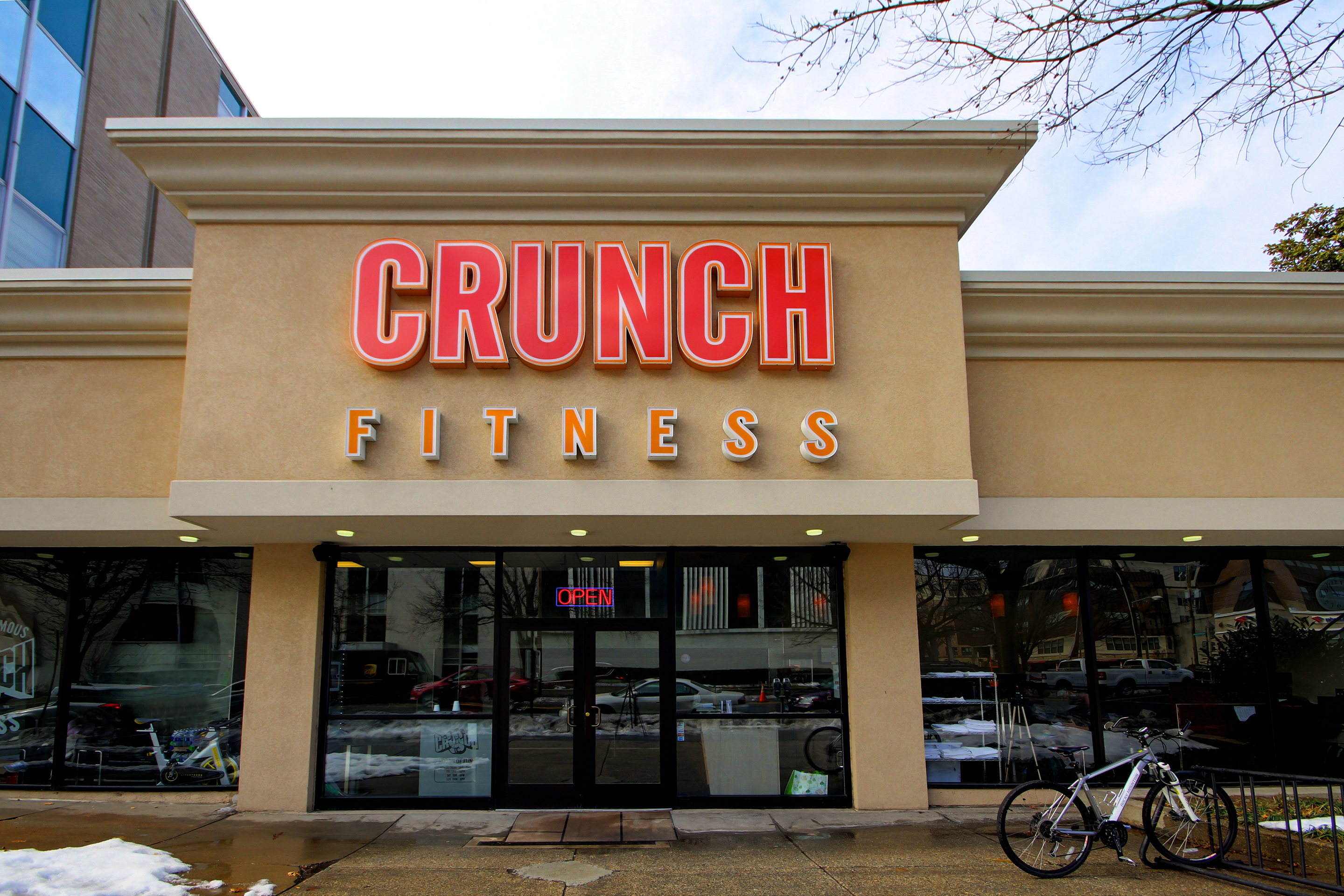 Crunch Fitness - Chevy Chase image 7