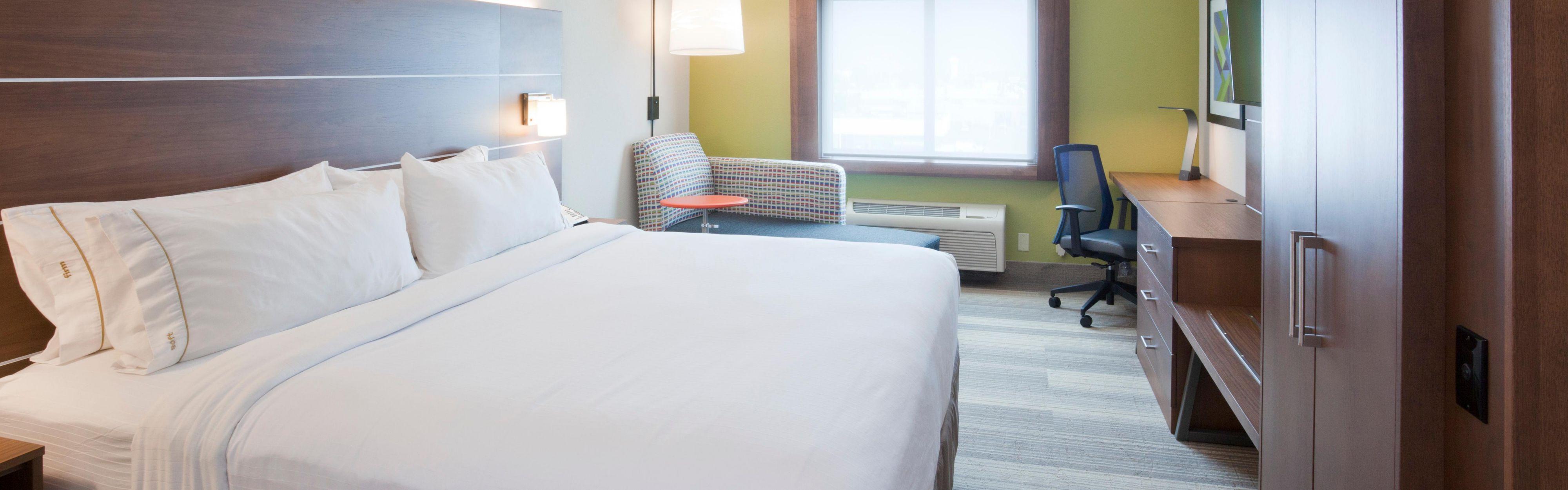 Holiday Inn Express Roseville-St. Paul image 1