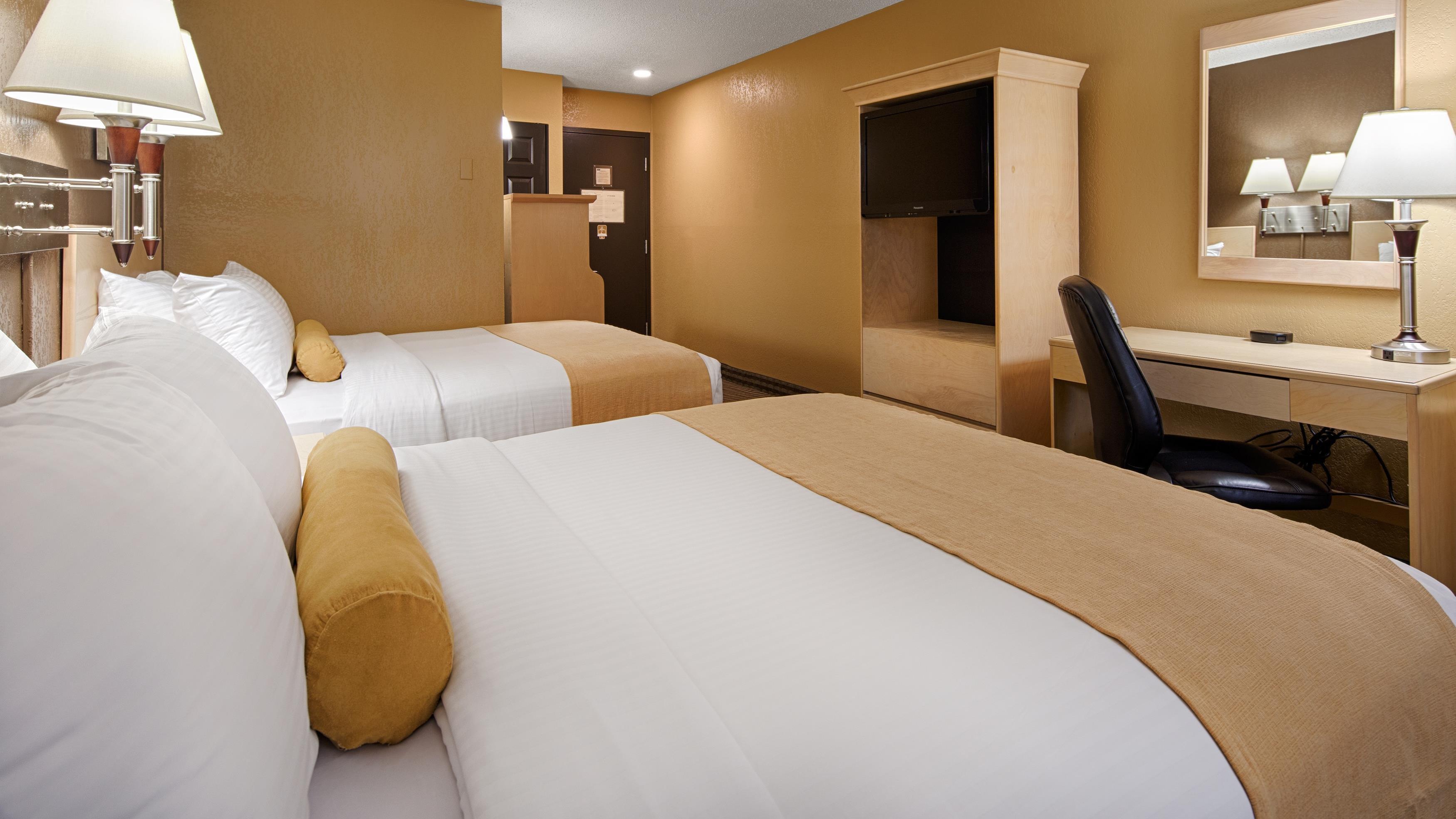 Best Western Seven Oaks Inn in Regina: Two Double Bed Guest Room