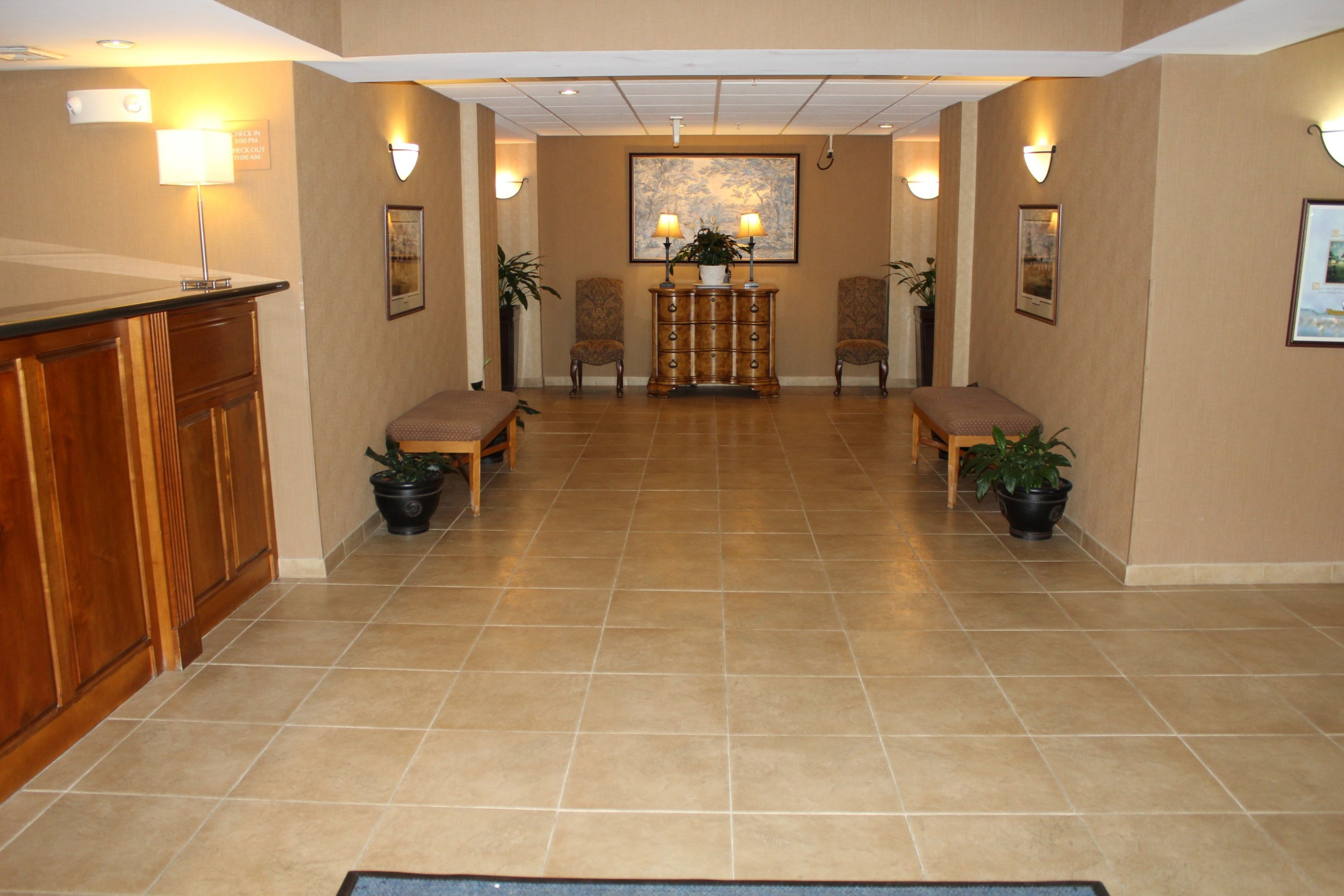 Holiday Inn Express & Suites Warrenton image 3