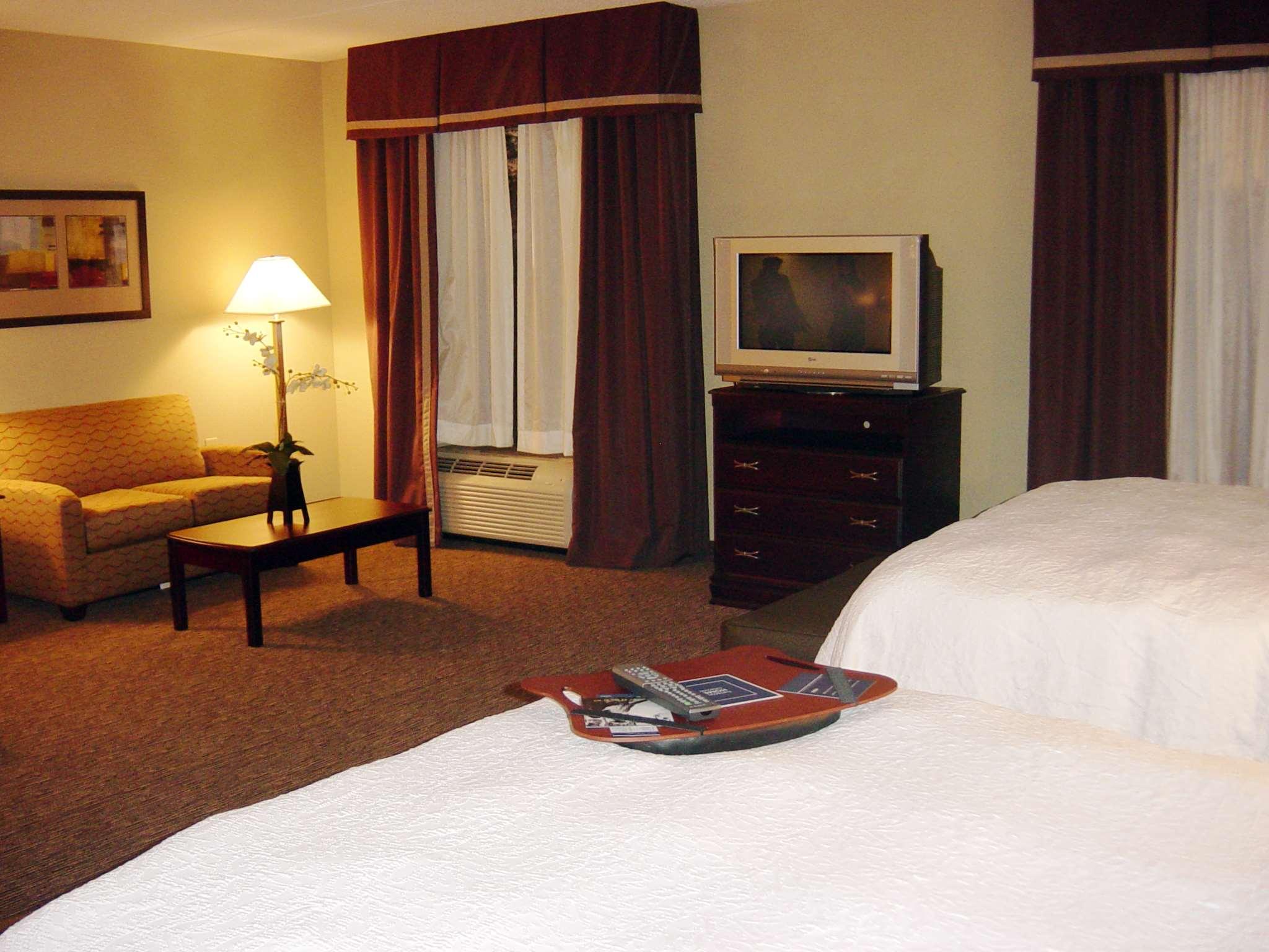 Hampton Inn & Suites Burlington image 21