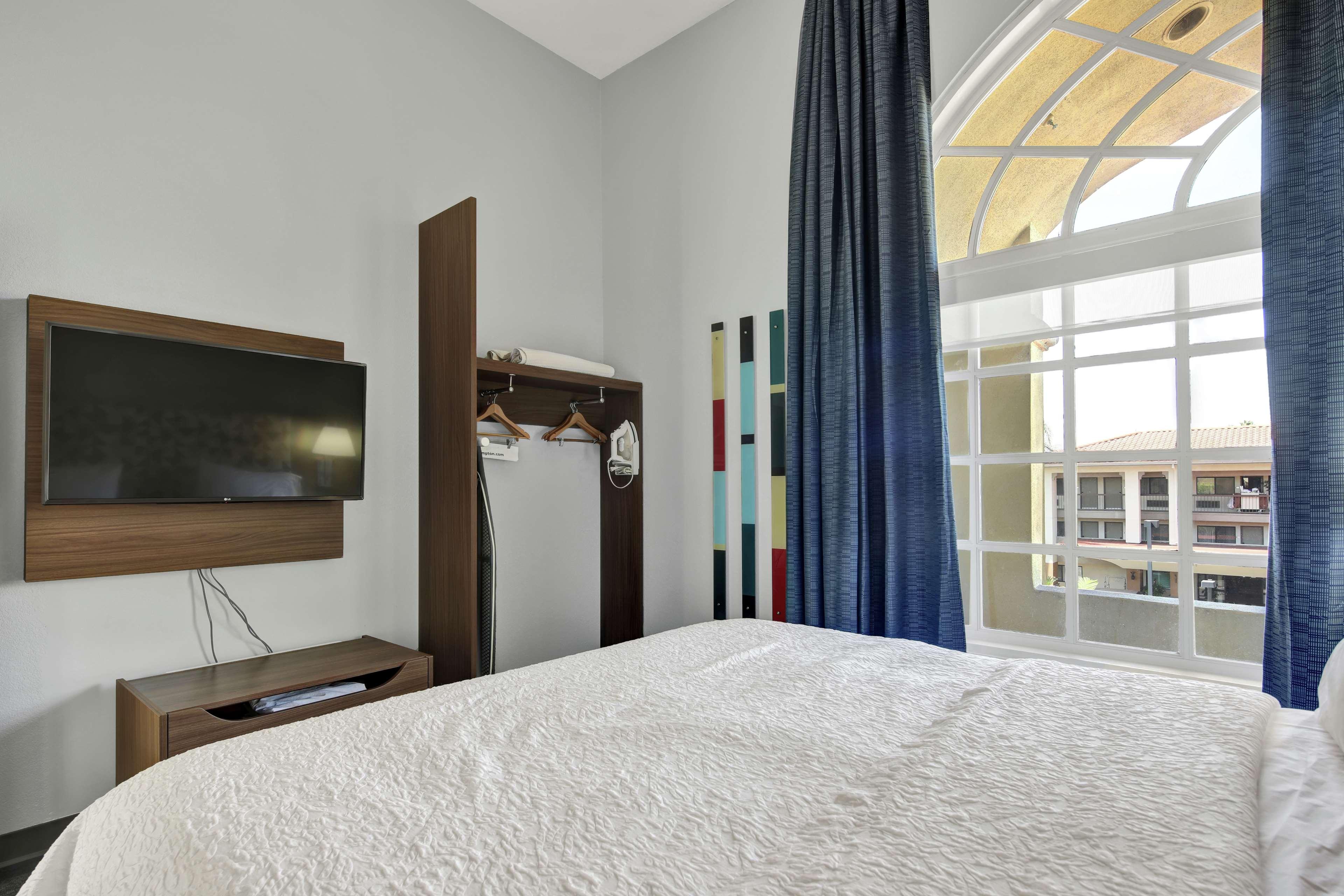 Hampton Inn & Suites Santa Ana/Orange County Airport in Santa Ana, CA, photo #34