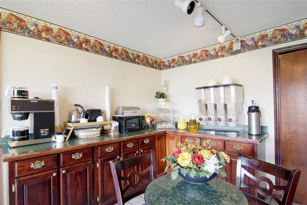 Americas Best Value Inn & Suites Searcy image 8