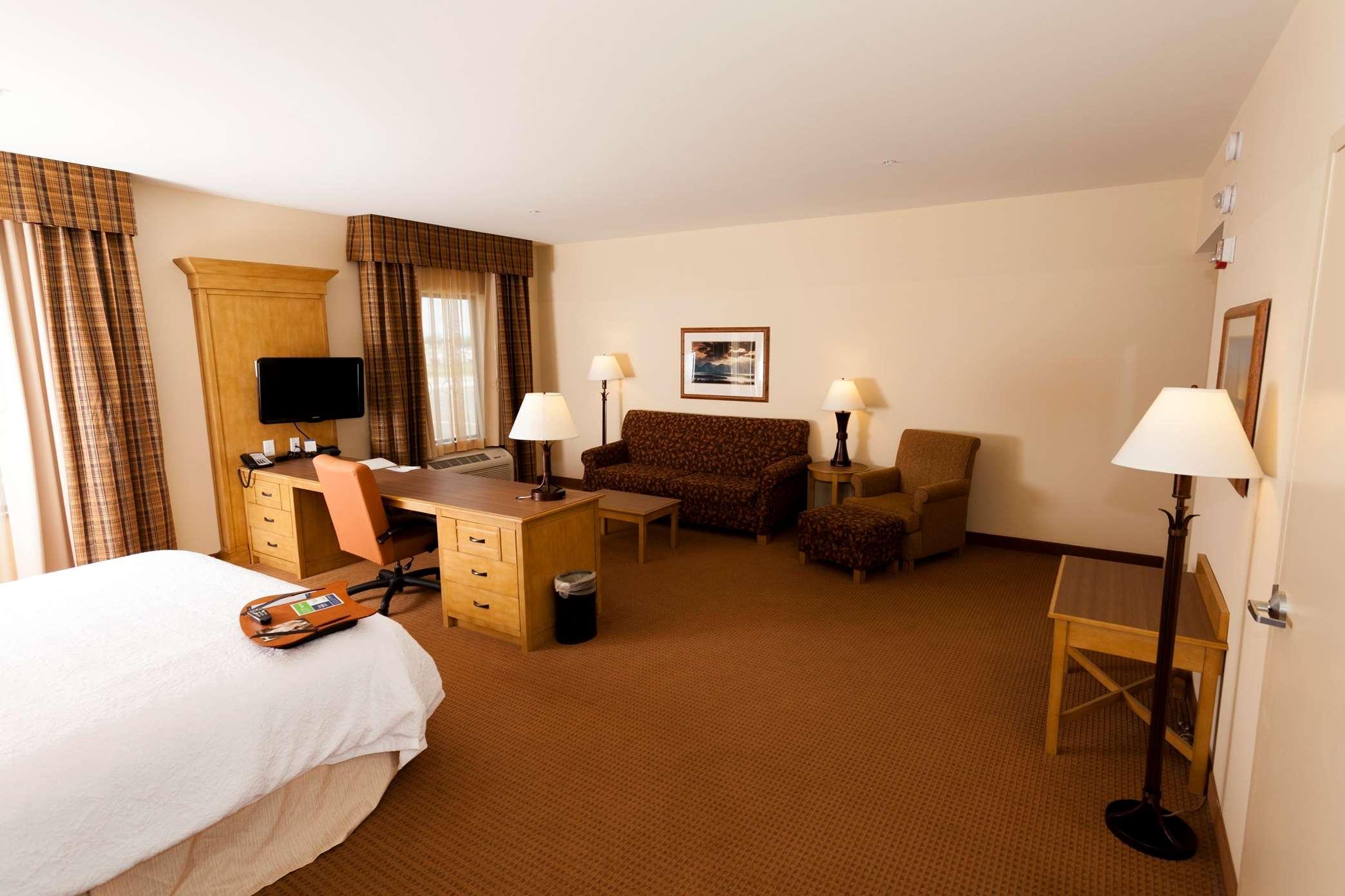 Hampton Inn & Suites Riverton image 18
