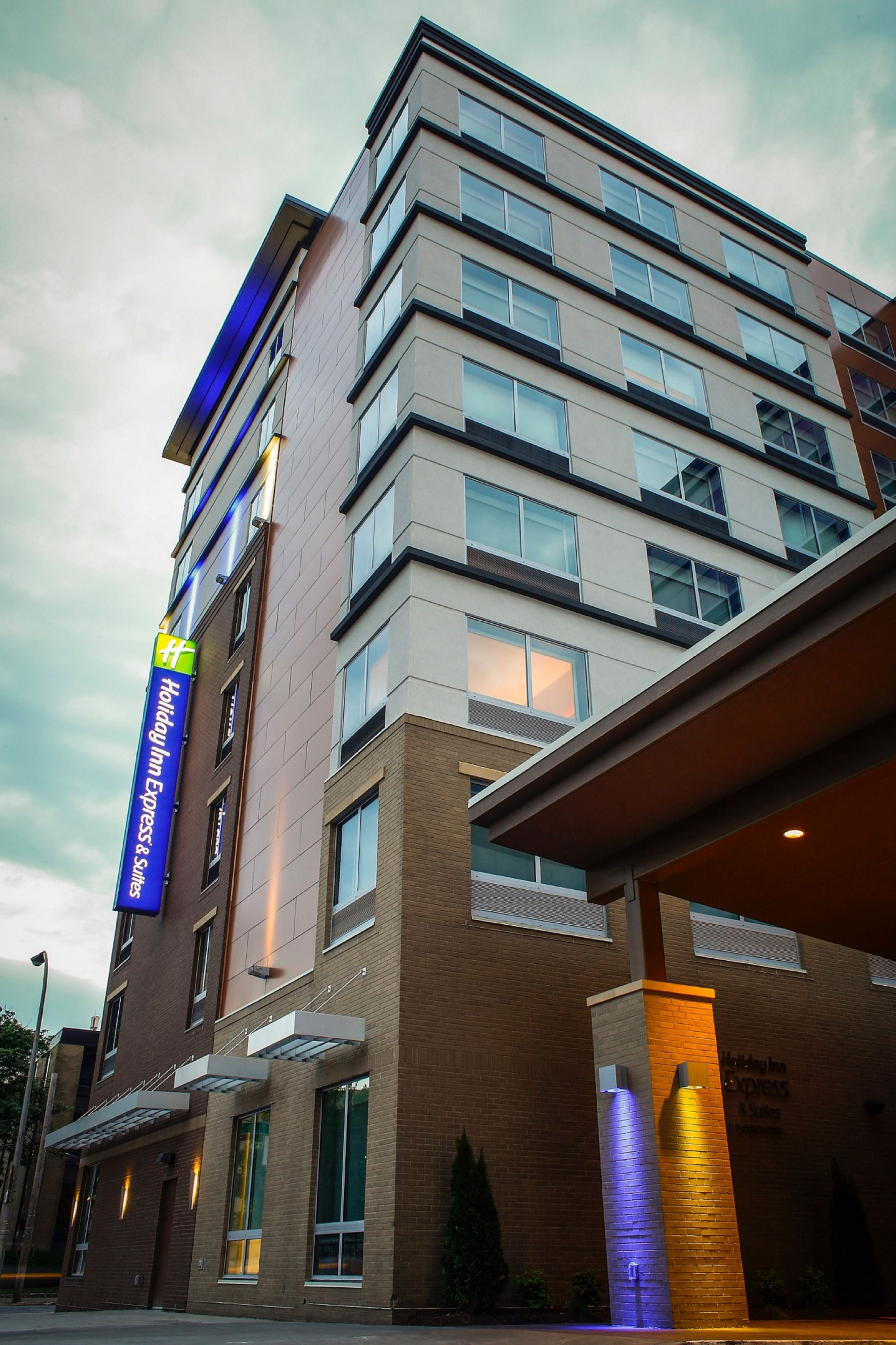 Holiday Inn Express Amp Suites Los Angeles Downtown West At