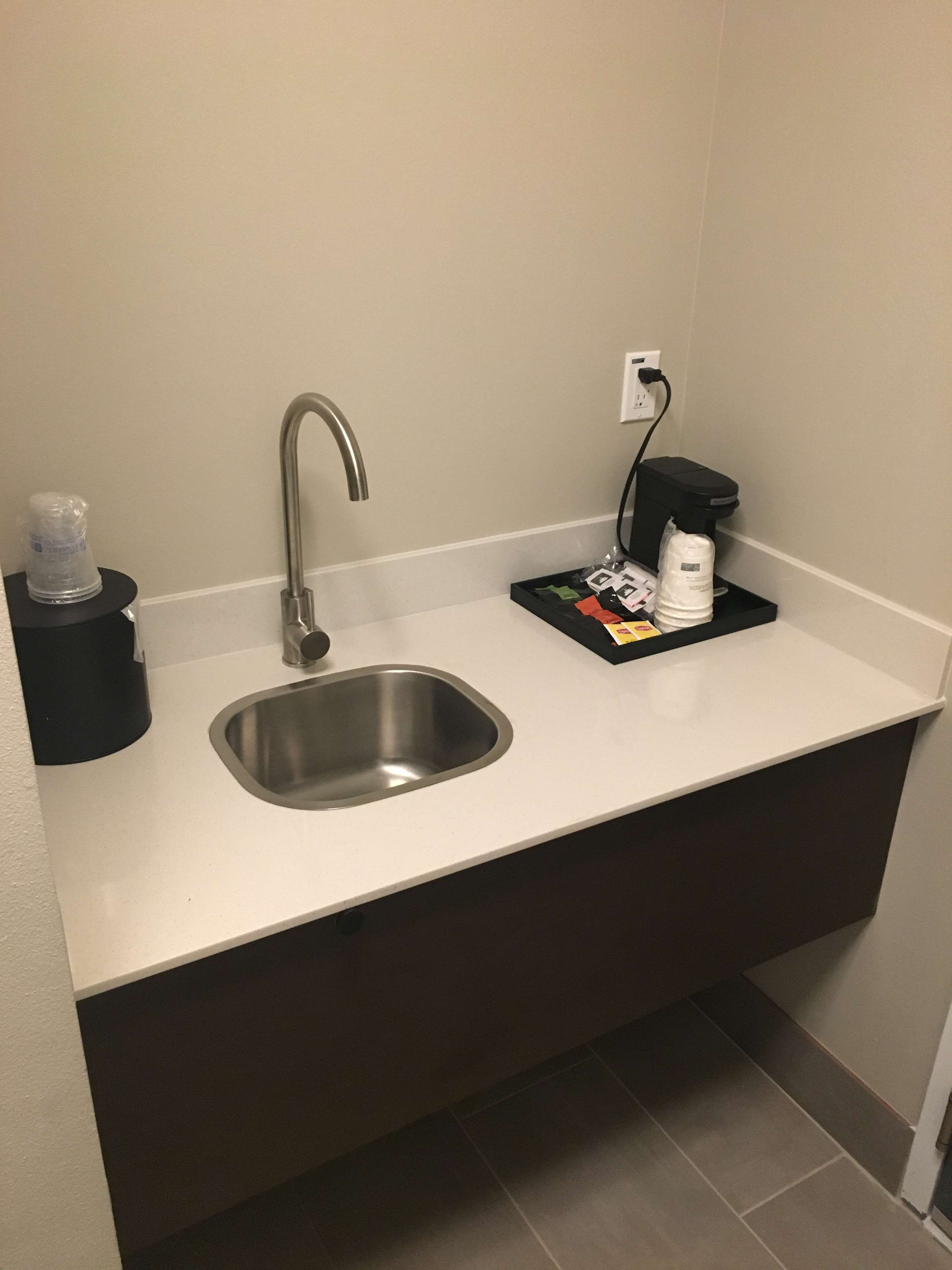 Best Western Plus Commerce Parkway Inn & Suites image 26