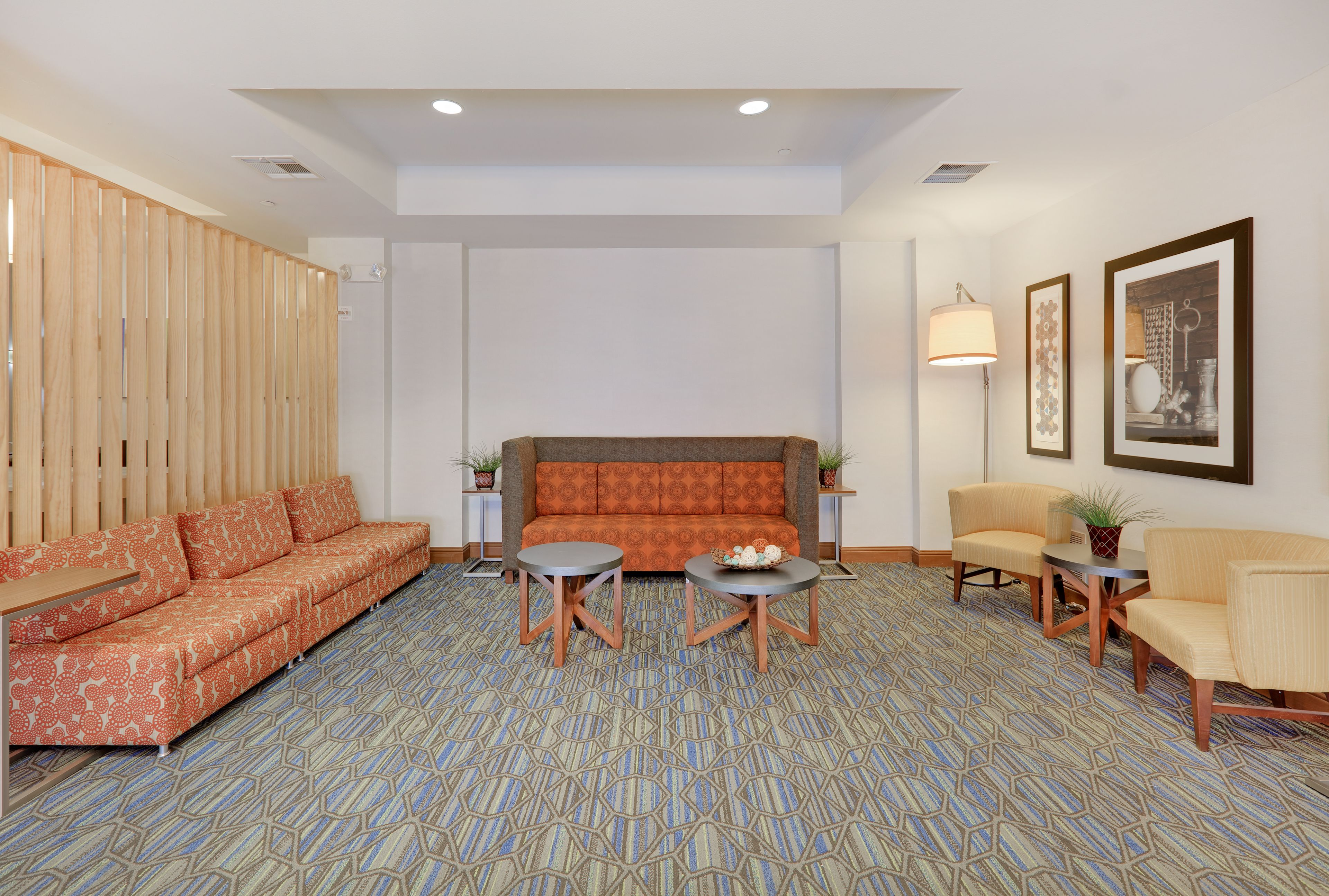 Holiday Inn Express & Suites Burleson/Ft. Worth image 2
