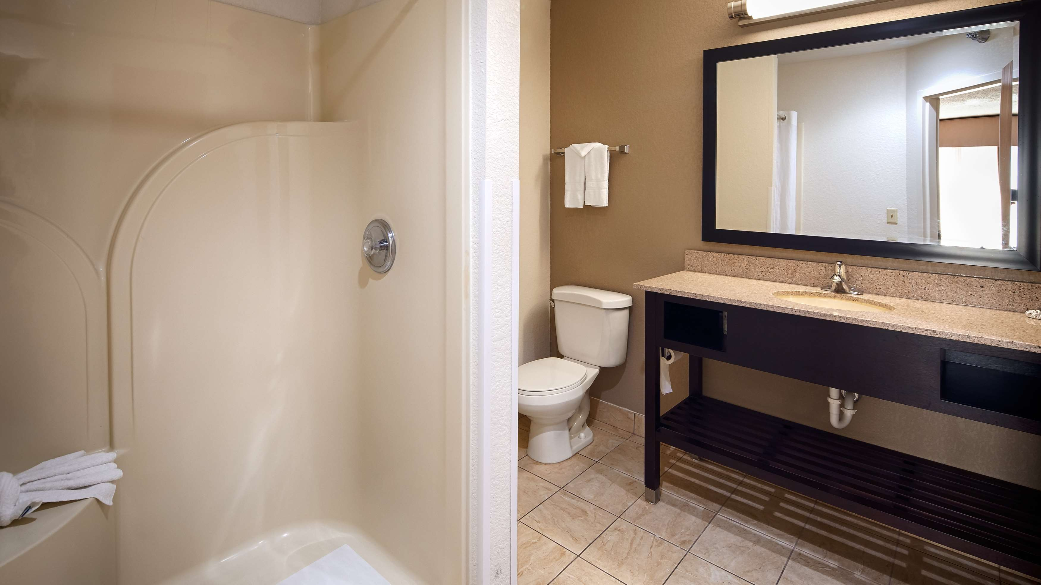 Best Western Suites image 11