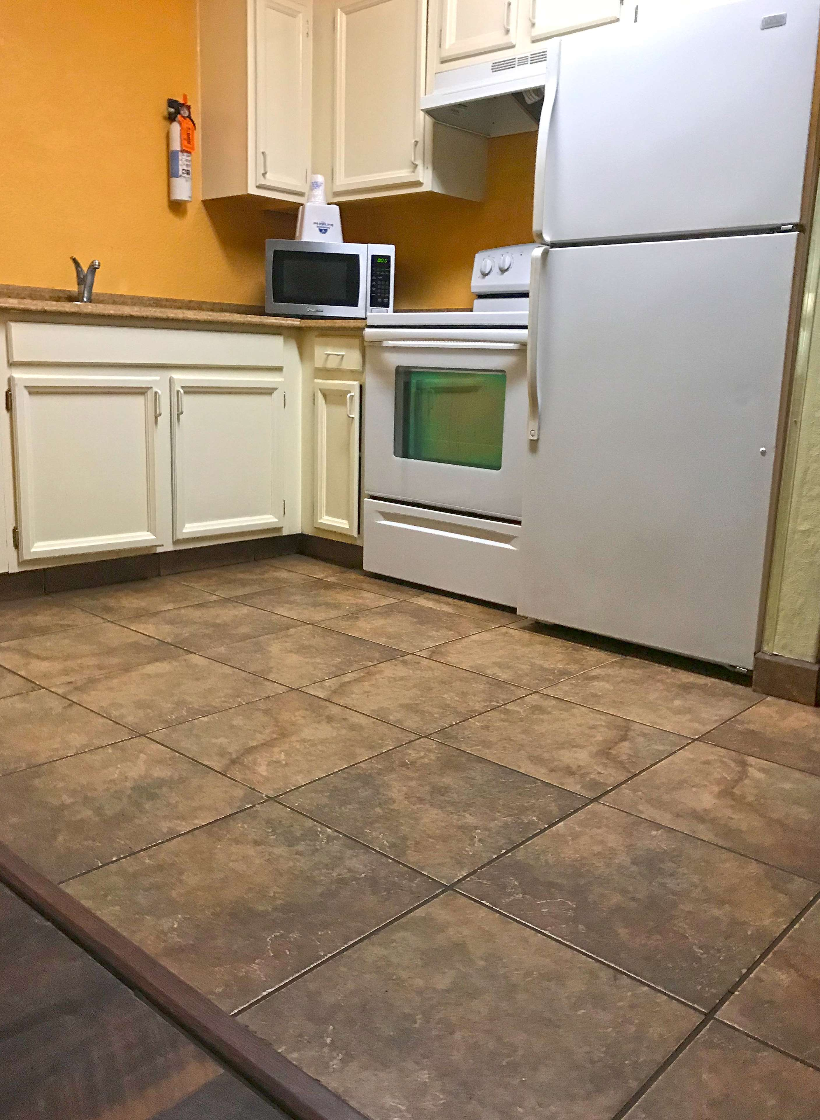 Americas Best Value Inn-Executive Suites / Airport Anchorage image 12